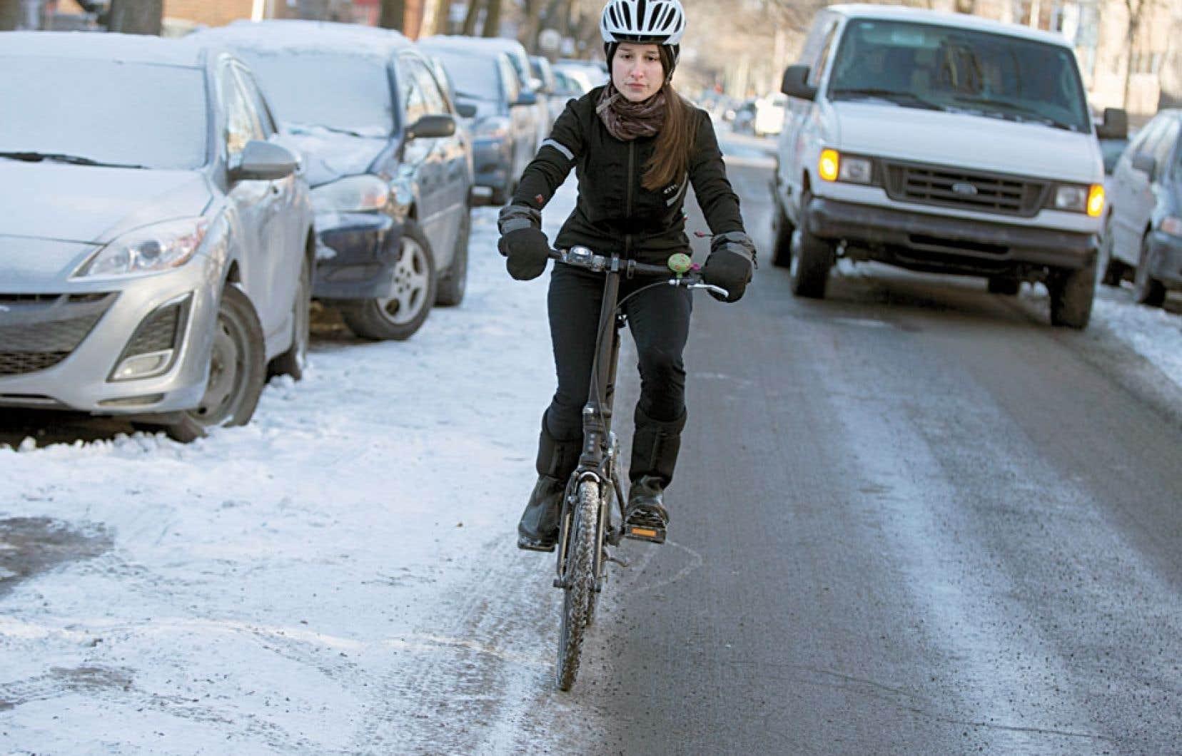 Laurence Hamelin s'est vu barrer la route par un autobus de la STM alors qu'elle roulait à vélo mercredi soir.