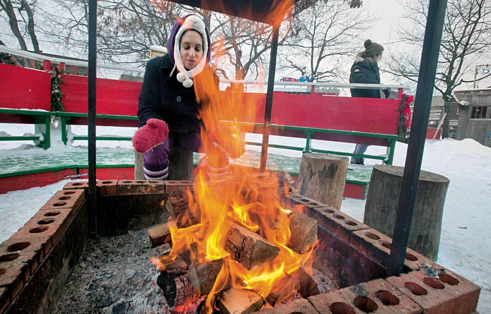 L'odeur du feu de bois est souvent associée au temps des Fêtes.
