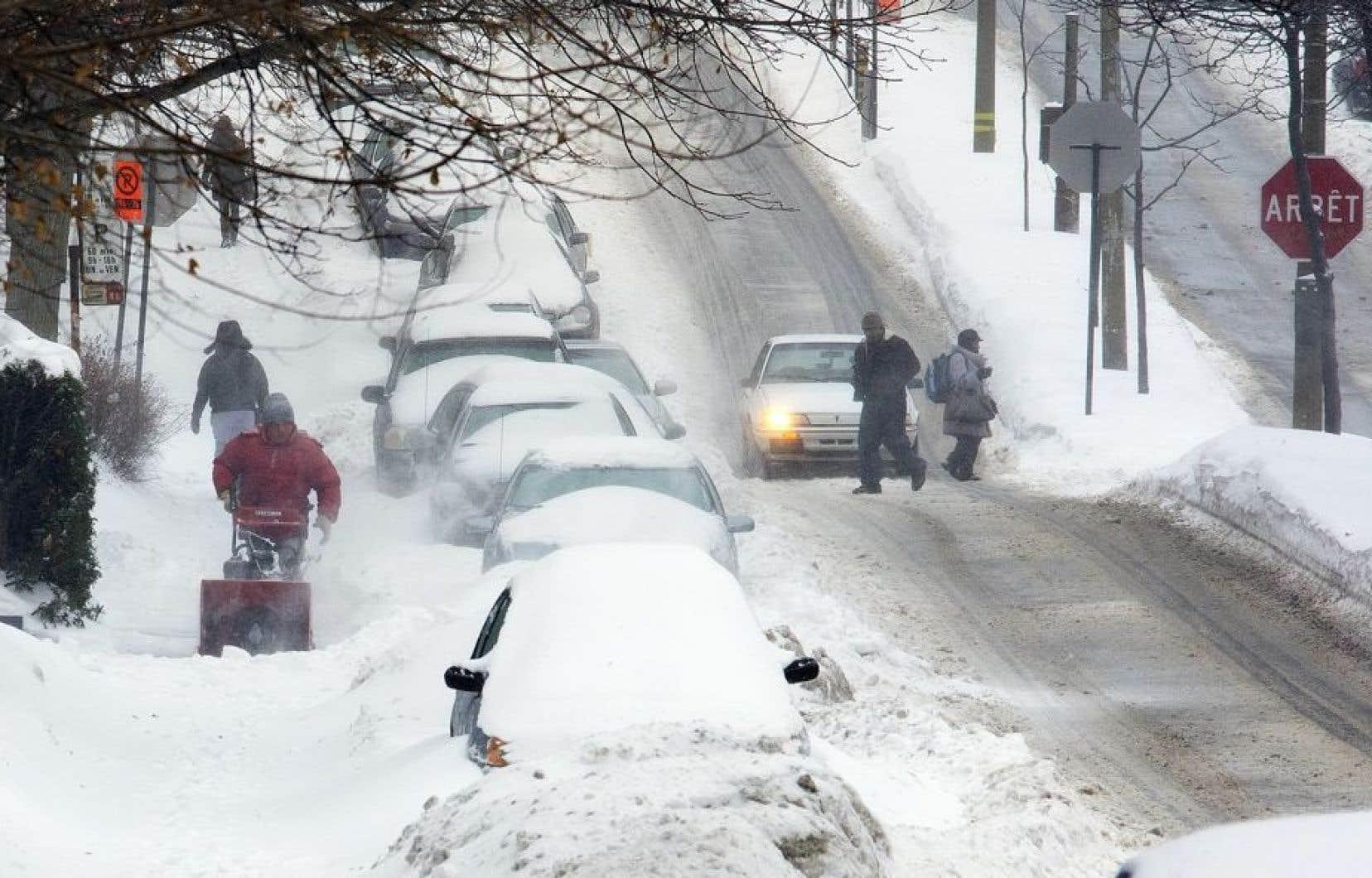La tempête de verglas qui a sévi dans le sud du Québec tôt dimanche matin a causé de nombreux bris d'équipement.