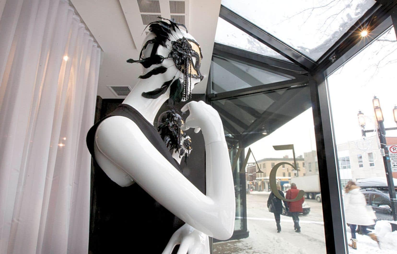 L'effritement de l'offre en mode et design haut de gamme n'a par chance pas atteint la boutique 5eAvenue, sise rue Laurier Ouest, qui vient de fêter ses 25 ans. Dans cette oasis où règne la beauté à l'état pur, les tendances éphémères ou clinquantes n'ont pas leur place.