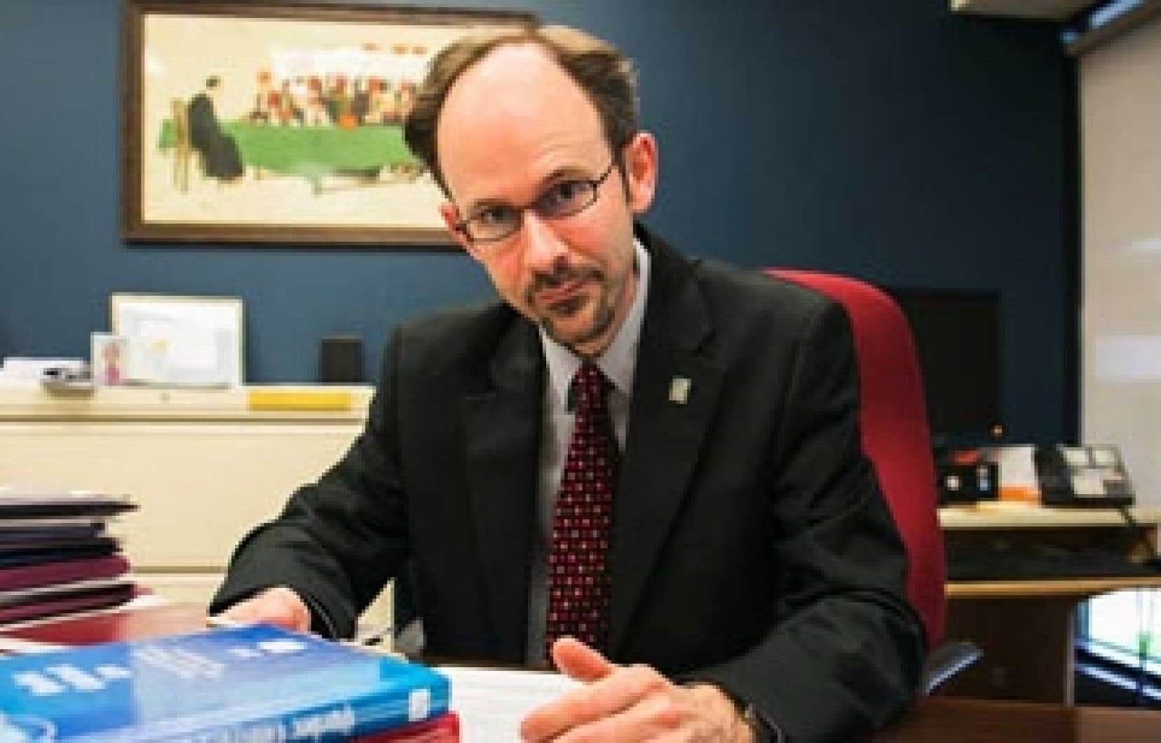 Sébastien Grammond, doyen de la Faculté de droit de l'Université d'Ottawa est convaincu des failles du projet péquiste. Il fait partie des 60 universitaires signataires du mémoire s'opposant au projet de loi 60.