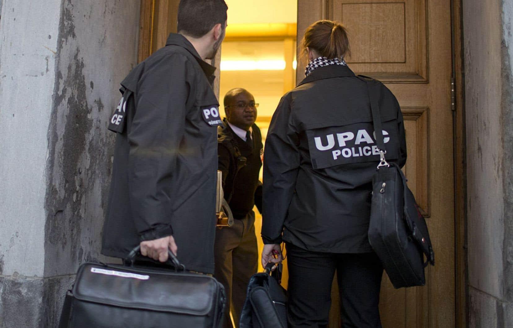 Aux portes de l'hôtel de ville de Montréal ou du Parti libéral du Québec, l'UPAC a poursuivi son travail d'enquête. L'escouade a arrêté pas moins de 66 personnes en 2013.