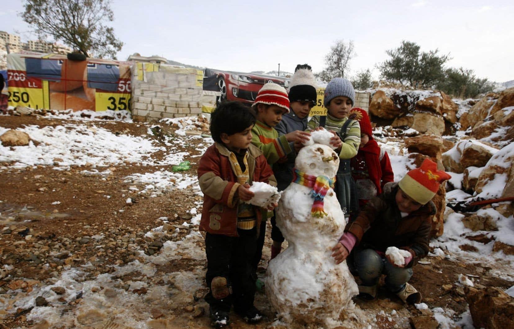 Selon le Haut Commissariat pour les réfugiés, le Liban abrite 800000 réfugiés syriens. Ce sont plus de 2,3millions de personnes qui ont fui la Syrie depuis le début du conflit en mars2011.