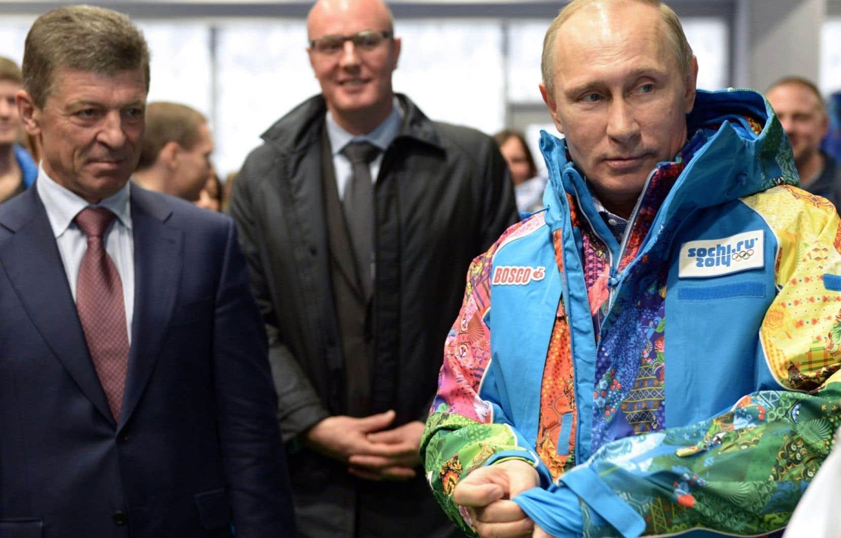 Vladimir Poutine a enfilé samedi l'uniforme des bénévoles aux Jeux olympiques lors d'une visite à Sotchi. Ces Jeux constitueront un moment-clé pour la Russie et pour lui-même.