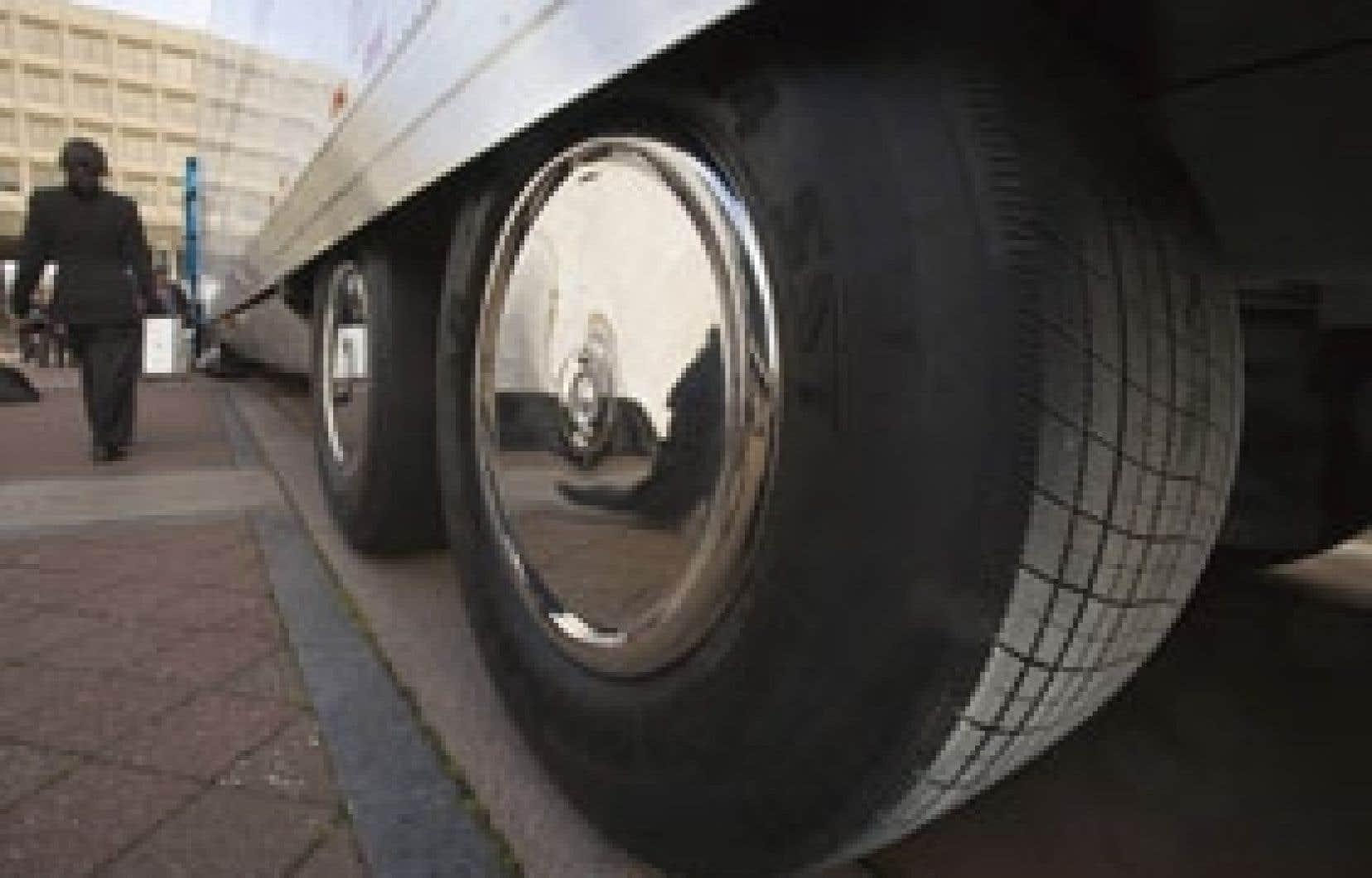 En Asie, Goodyear compte acheter de la machinerie et des matières premières et des pneus de fabricants en sous-traitance.