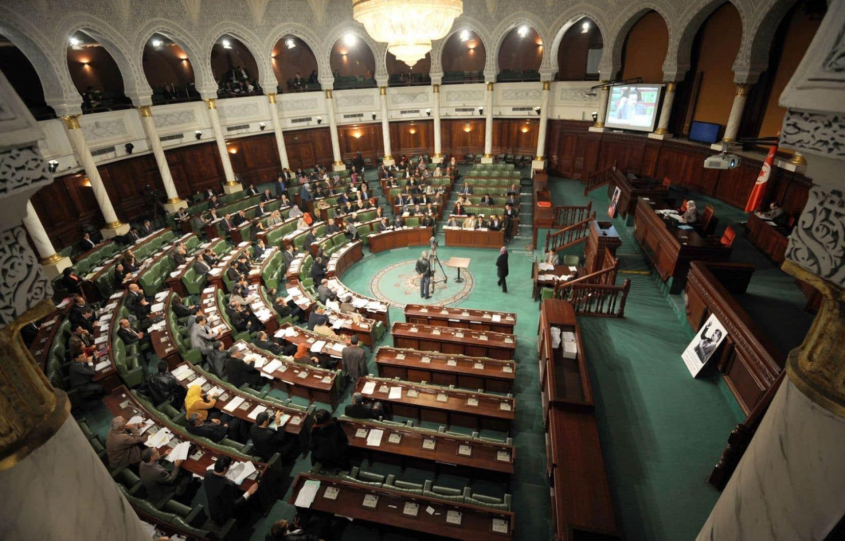Les parlementaires tunisiens poursuivaient mardi leurs travaux sur le projet de Constitution.