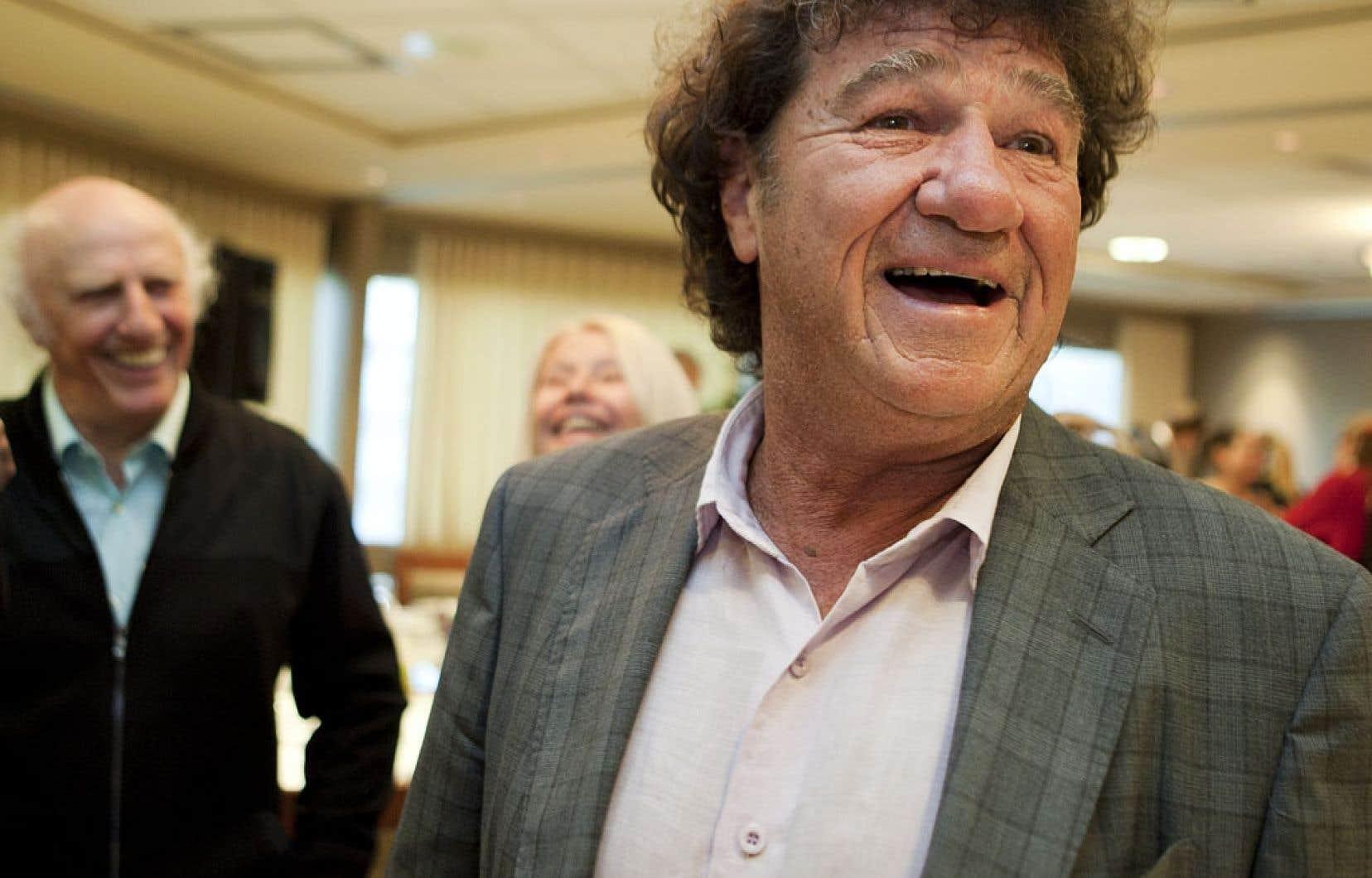 Gilles Vigneault et Robert Charlebois chantent les beautés de l'hiver québécois.