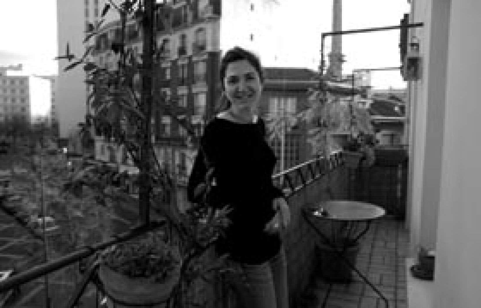 Psychologue clinicienne et photographe, Émilie Hermant signe avec Réveiller l'aurore un premier roman.