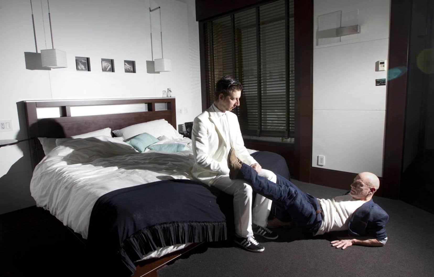 Emmanuel Schwartz et Peter James, en répétition dans la chambre 307, dans une mise en scène de Frédérick Gravel et Catherine Vidal.