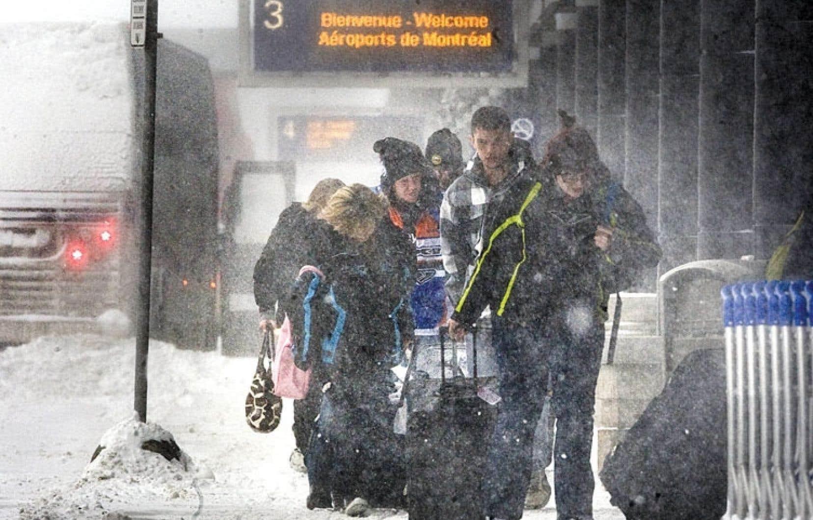 Aéroport de Montréal. Ceux qui veulent prendre congé de l'hiver ne serait-ce qu'une petite semaine doivent s'attendre à payer un peu plus cher la cure soleil.