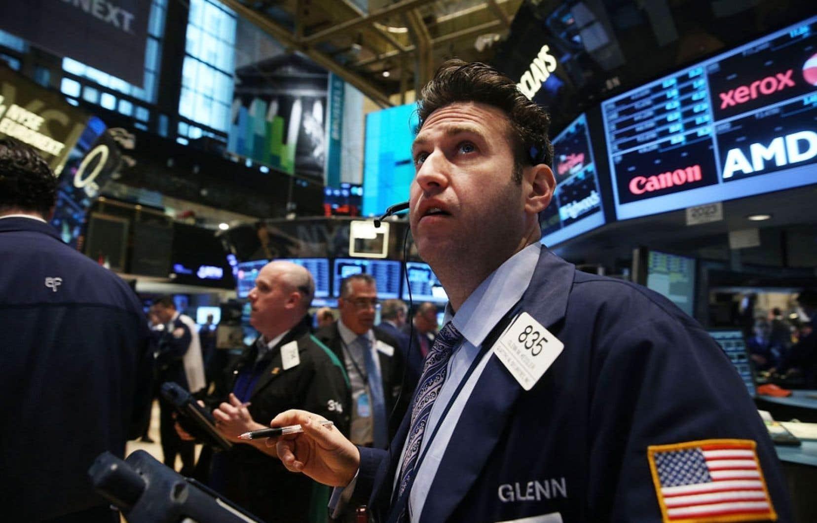 La Bourse de New York a commencé la semaine comme elle avait terminé la précédente: en baisse.