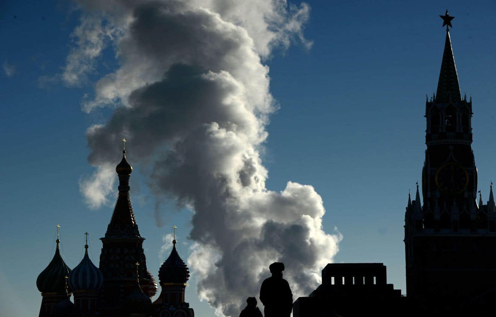 La Place rouge, à Moscou. La dégringolade de la monnaie nationale inquiète la polulation.
