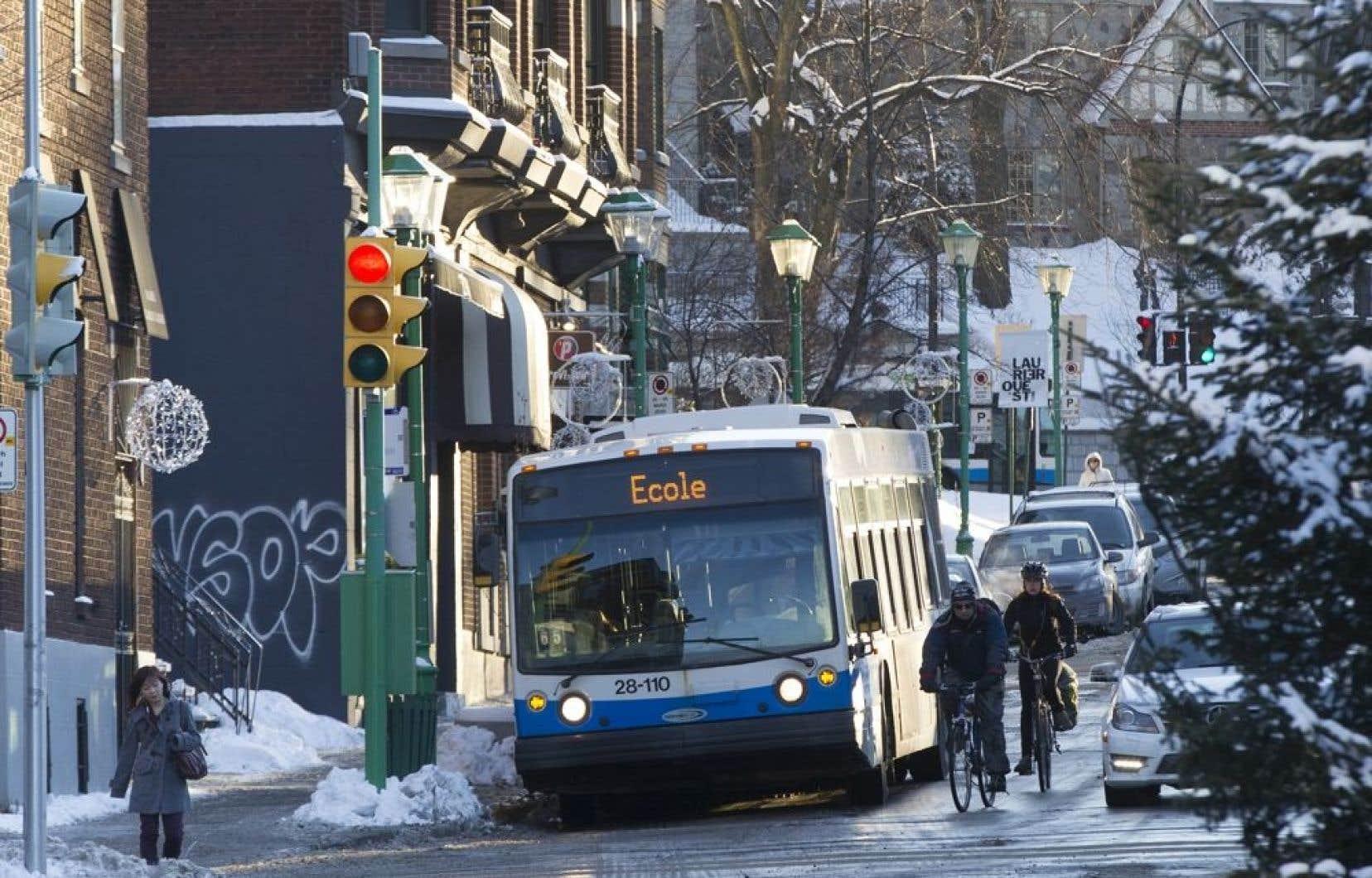 Le projet réaménagement de l'avenue Laurier à Outremont suscite la mobilisation de groupes de citoyens, qui souhaitent réserver une place aux piétons et aux vélos dans la rue qui sera refaite en 2015.
