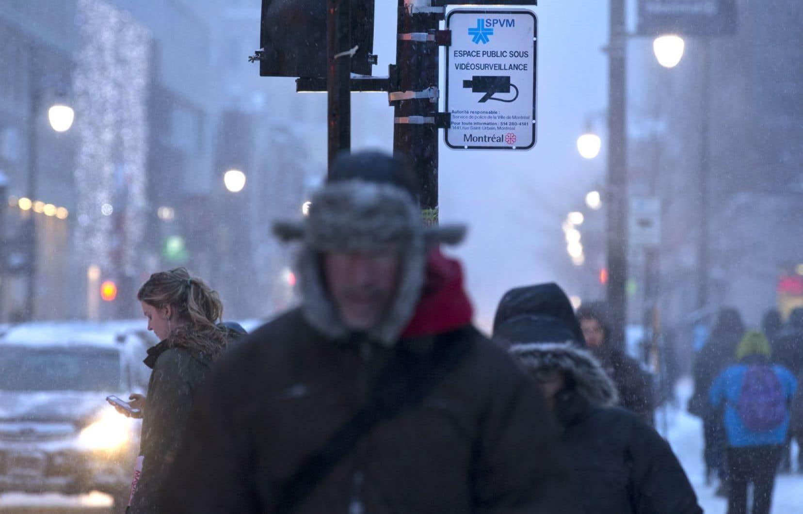 La vidéosurveillance est déjà tellement répandue qu'il est à peu près impossible de marcher au centre-ville sans être filmé, souligne Christian Boudreau, professeur à l'École nationale d'administration publique.