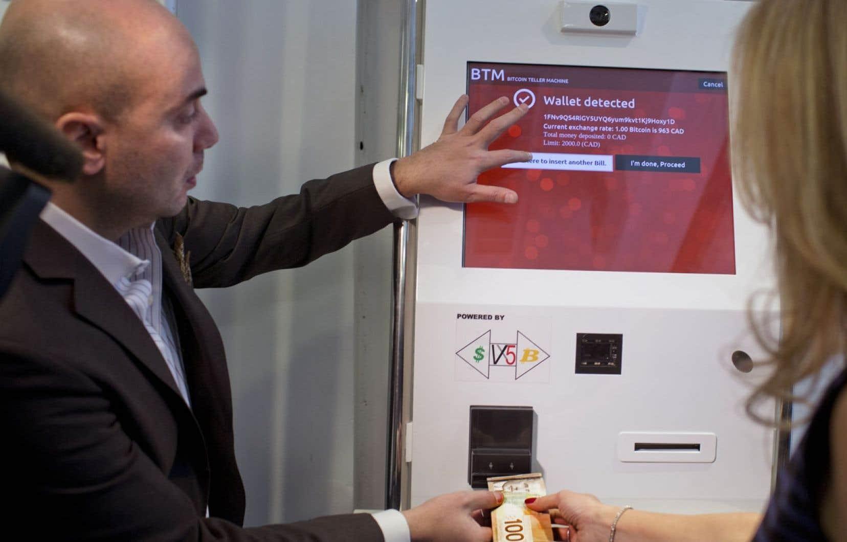 Fadi Azouz, le propriétaire du guichet du boulevard Saint-Laurent qui permet d'acheter des bitcoins en échange d'argent comptant.