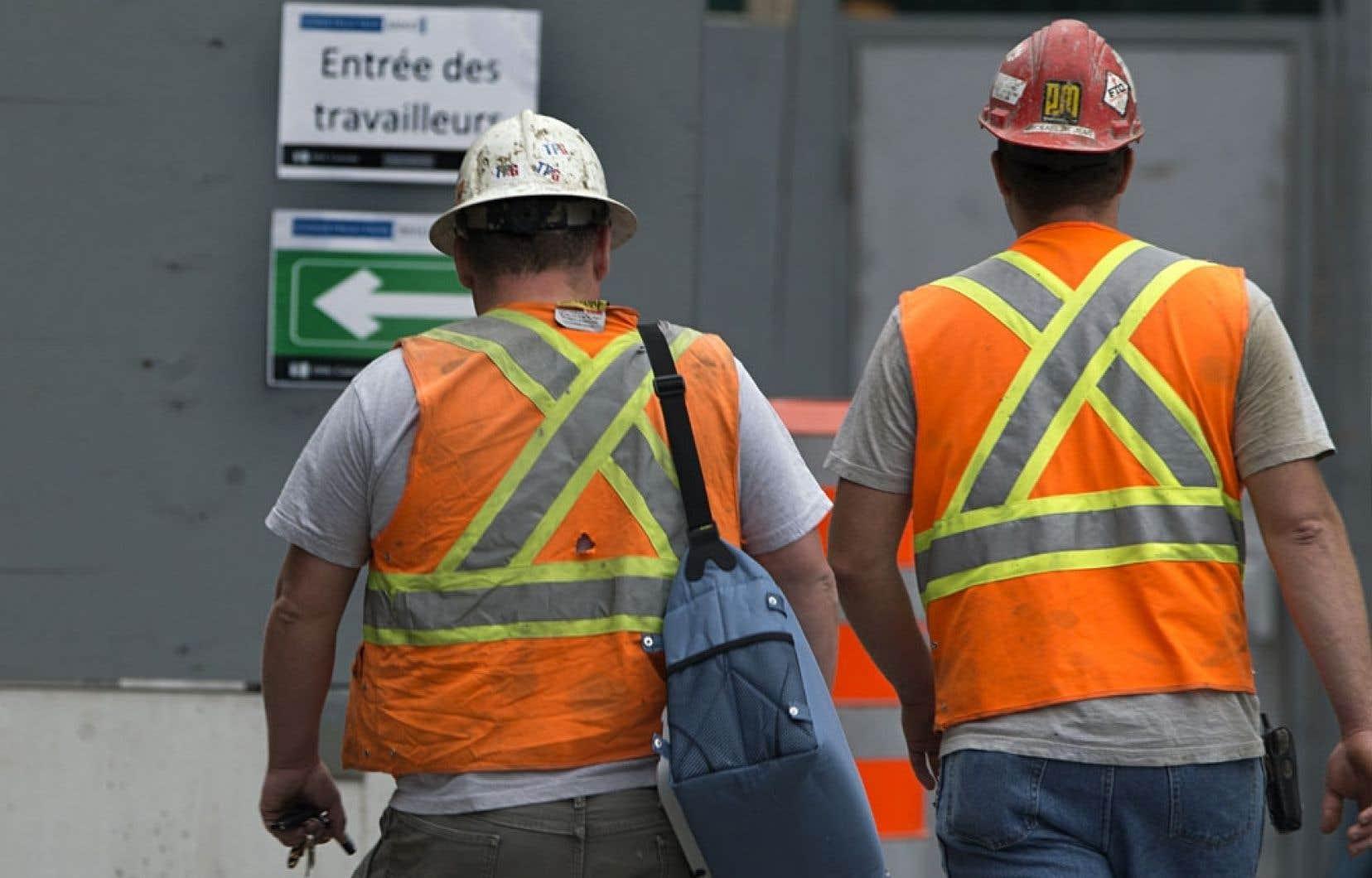 Les syndicats œuvrant dans le secteur de la construction estime que la Commission de la construction du Québec ne fait pas son travail adéquatement pour enrayer le travail au noir dans cette industrie.