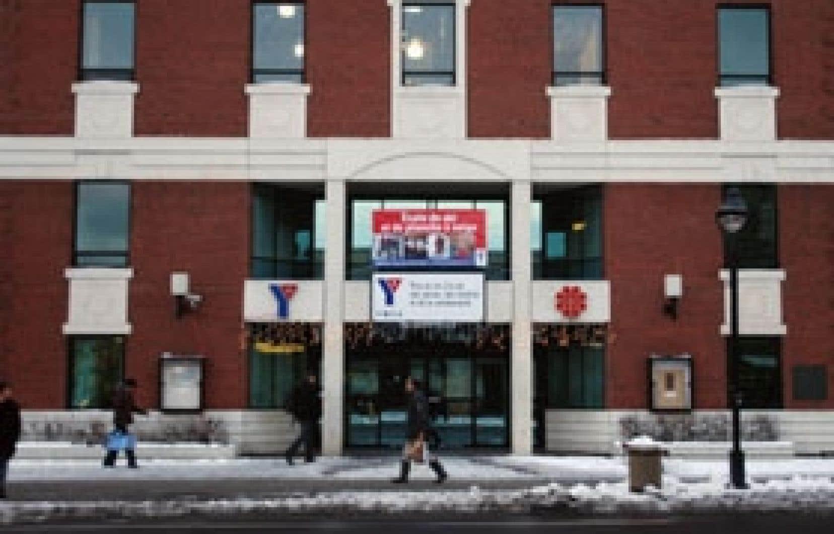 Le YMCA du Parc est au coeur d'une controverse depuis l'installation de fenêtres givrées pour satisfaire la communauté juive hassidique.