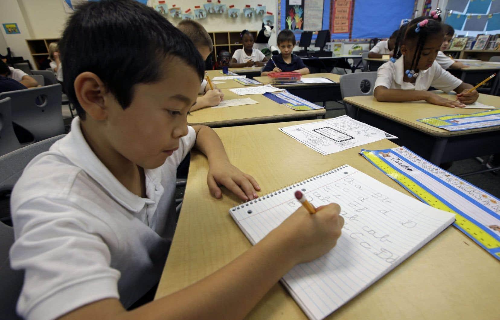 Dans la plupart des États américains, on n'enseigne plus l'écriture cursive.