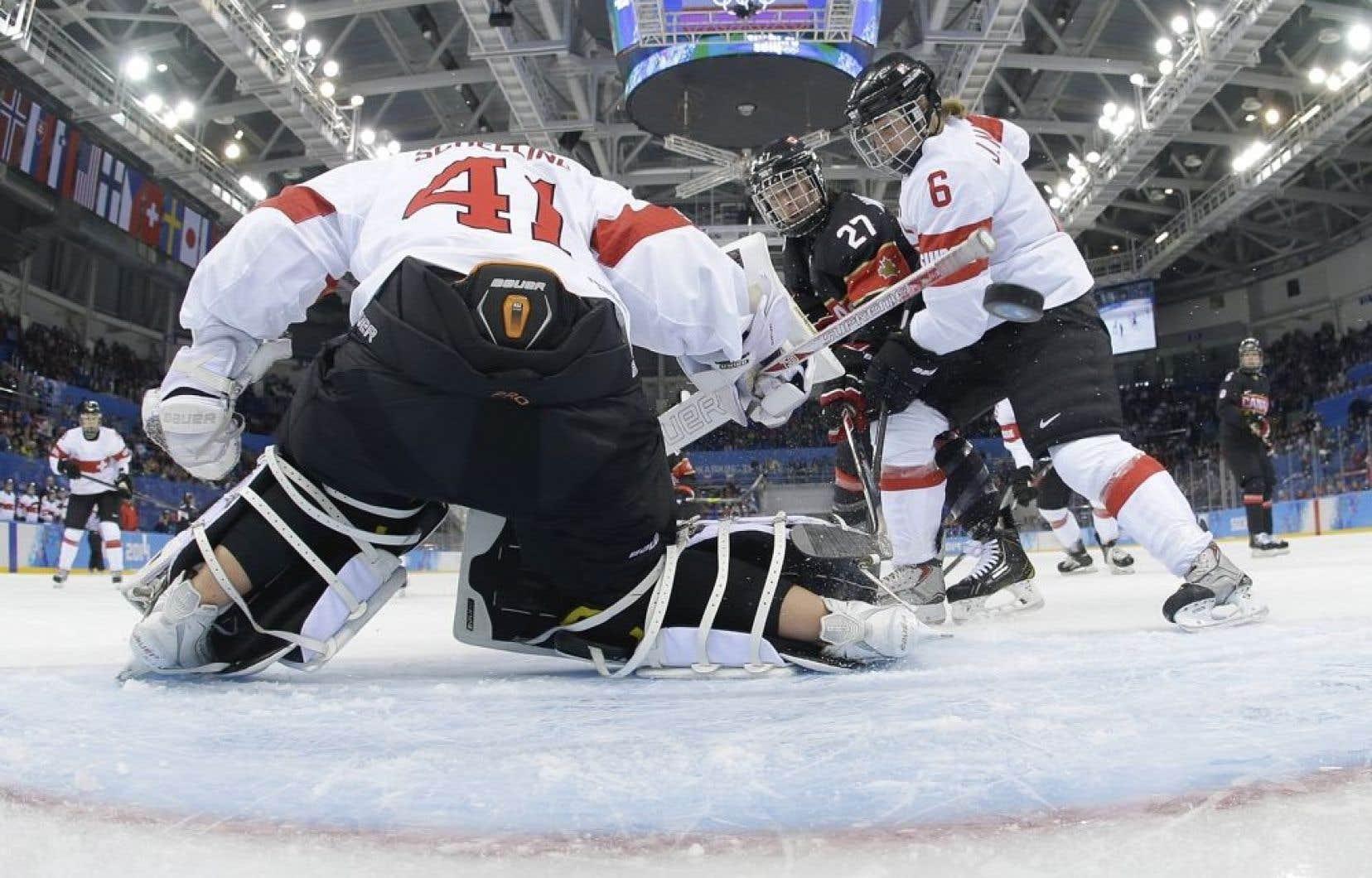 L 39 Quipe F Minine De Hockey Du Canada Bat La Suisse 5 0 Le Devoir