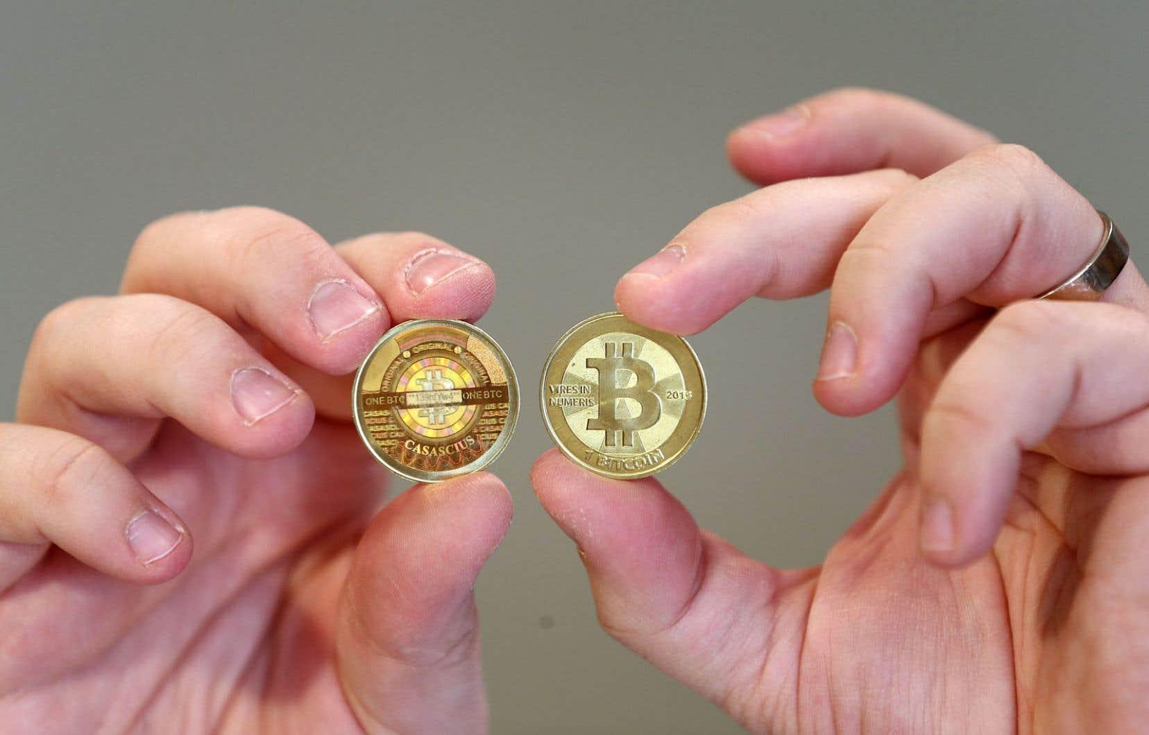 L'univers du bitcoin, monnaie virtuelle qui échappe à l'encadrement des autorités, traverse une nouvelle crise.