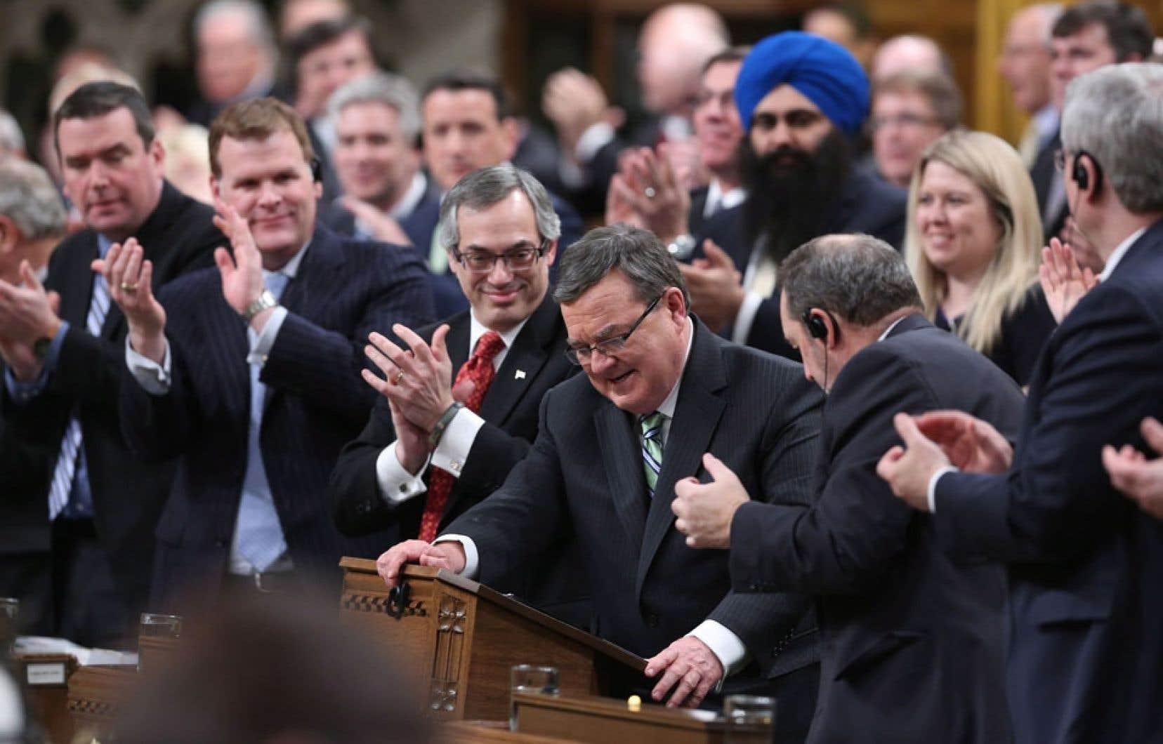 Parmi les mesures annoncées par le ministre des Finances, Jim Flaherty, la hausse de la taxe sur les cigarettes rapportera 675 millions à l'État dès l'an prochain.