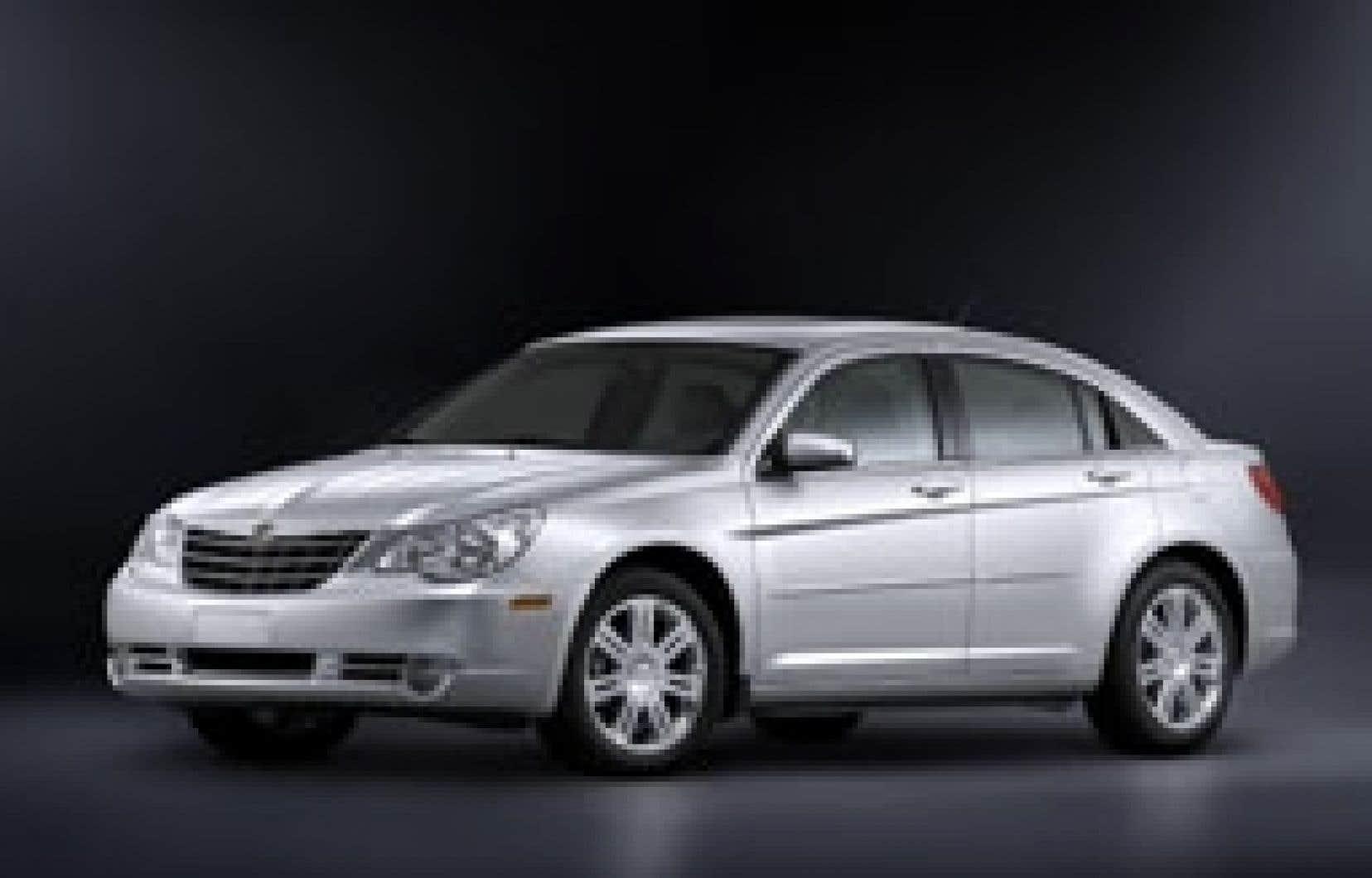 La carrosserie de la Chrysler Sebring, vue sous certains angles, peut provoquer des malaises gastriques: un capot strié, un coffre arrière trop court et des proportions malhabiles, pour ne pas dire franchement bancales.
