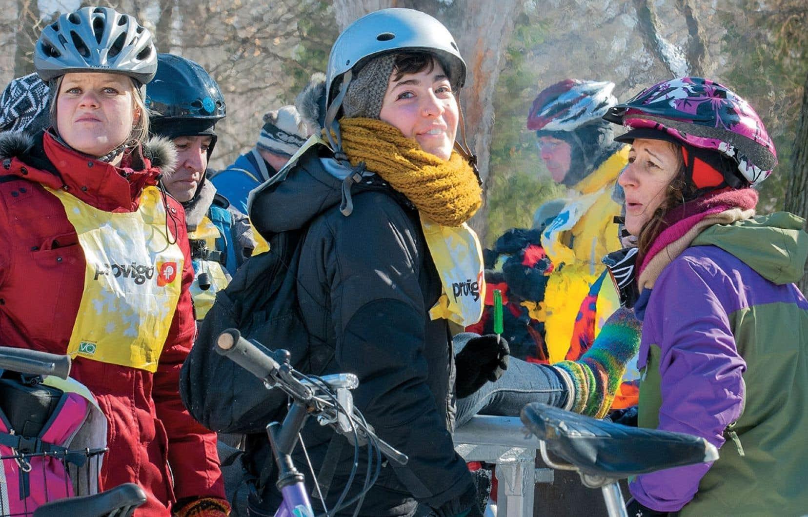 Plus de 500 cyclistes ont bravé le froid dimanche pour participer au premier grand rassemblement «Vélosous zéro.» Bien emmitouflés, ils ont fait un tour de 15 kilomètres à partir du parc La Fontaine à Montréal. Vélo Québec, qui organisait cette randonnée, en a profité pour annoncer que La Féria du vélo, qui a lieu au printemps, s'appellerait désormais le Festival Go vélo Montréal.
