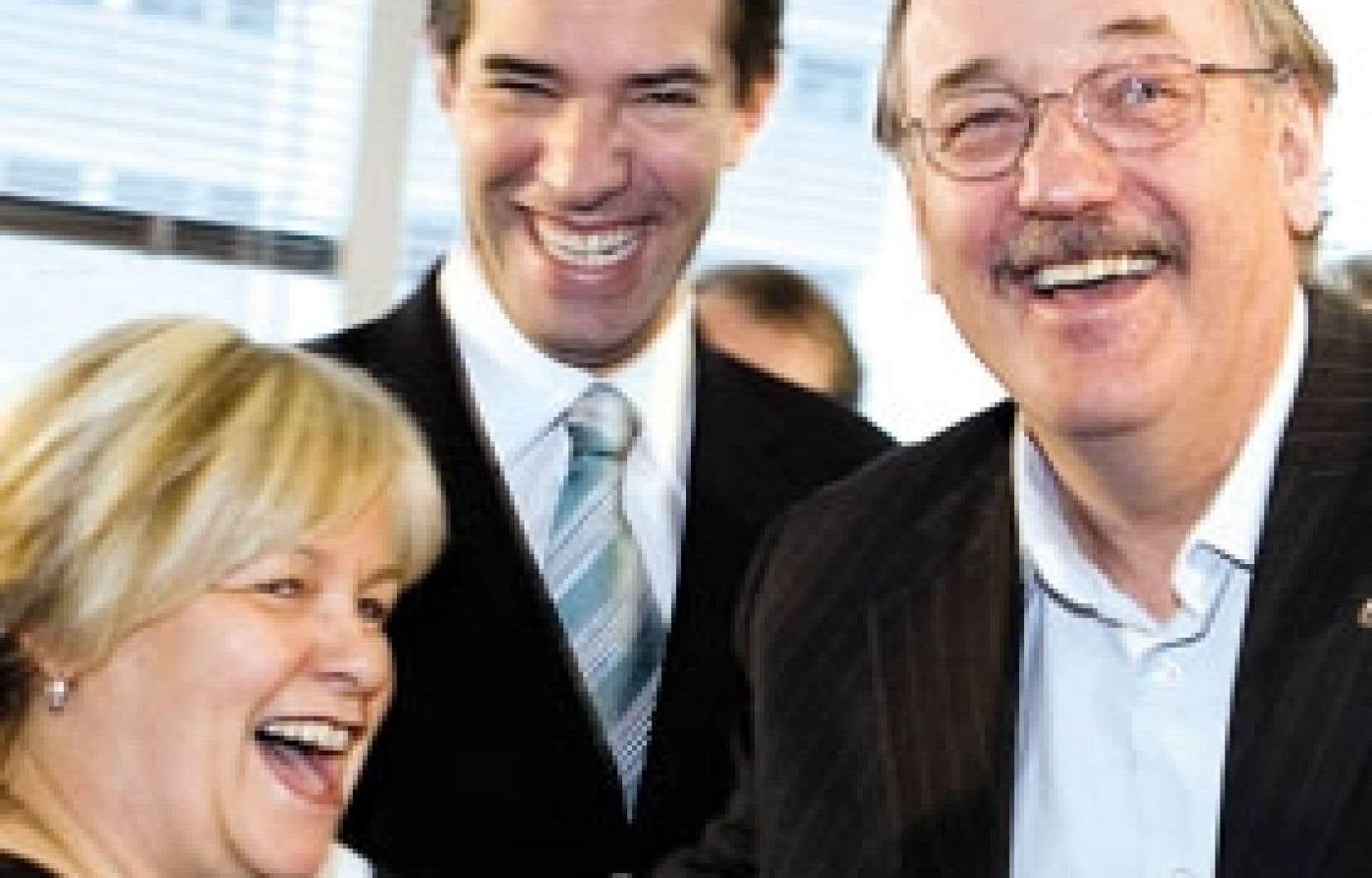 La présidente du Parti québécois, Monique Richard, le chef du parti, André Boisclair et le président de la FTQ, Henri Massé, au cours d'une conférence de presse tenue hier à Montréal afin de sceller l'appui de la centrale syndicale au Parti