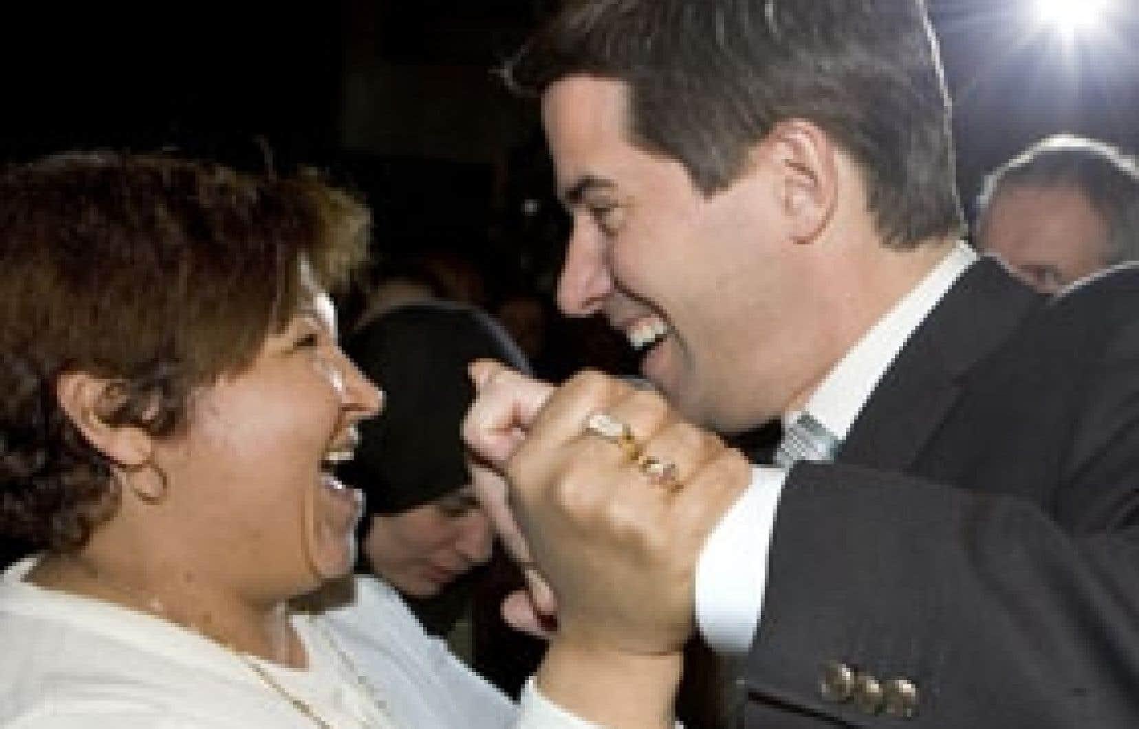 Le chef du Parti québécois, André Boisclair, a eu droit à Montréal, hier, aux encouragements de Monia Magri, de la communauté latino-québécoise.