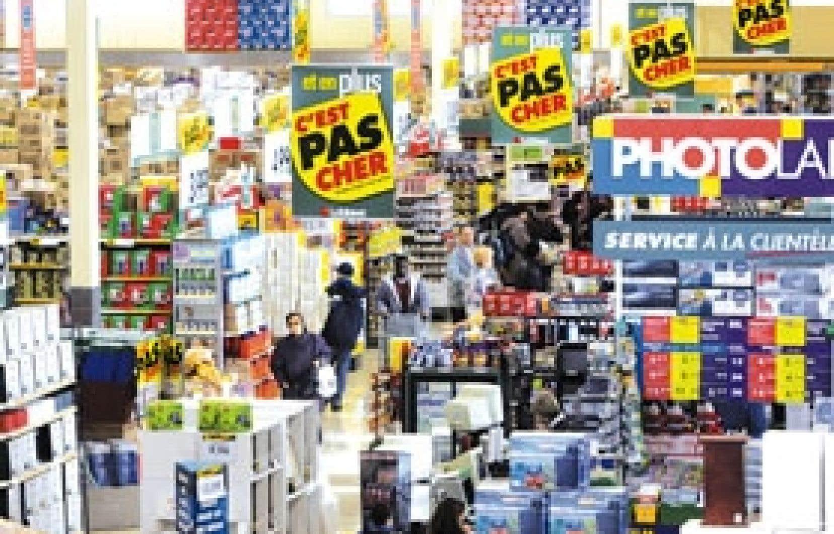 La chaîne de supermarchés Loblaw, qui éprouve des difficultés financières, espère que la réduction de ses prix, l'amélioration de son service à la clientèle et la plus grande disponibilité de ses produits lui permettront de hausser ses profi
