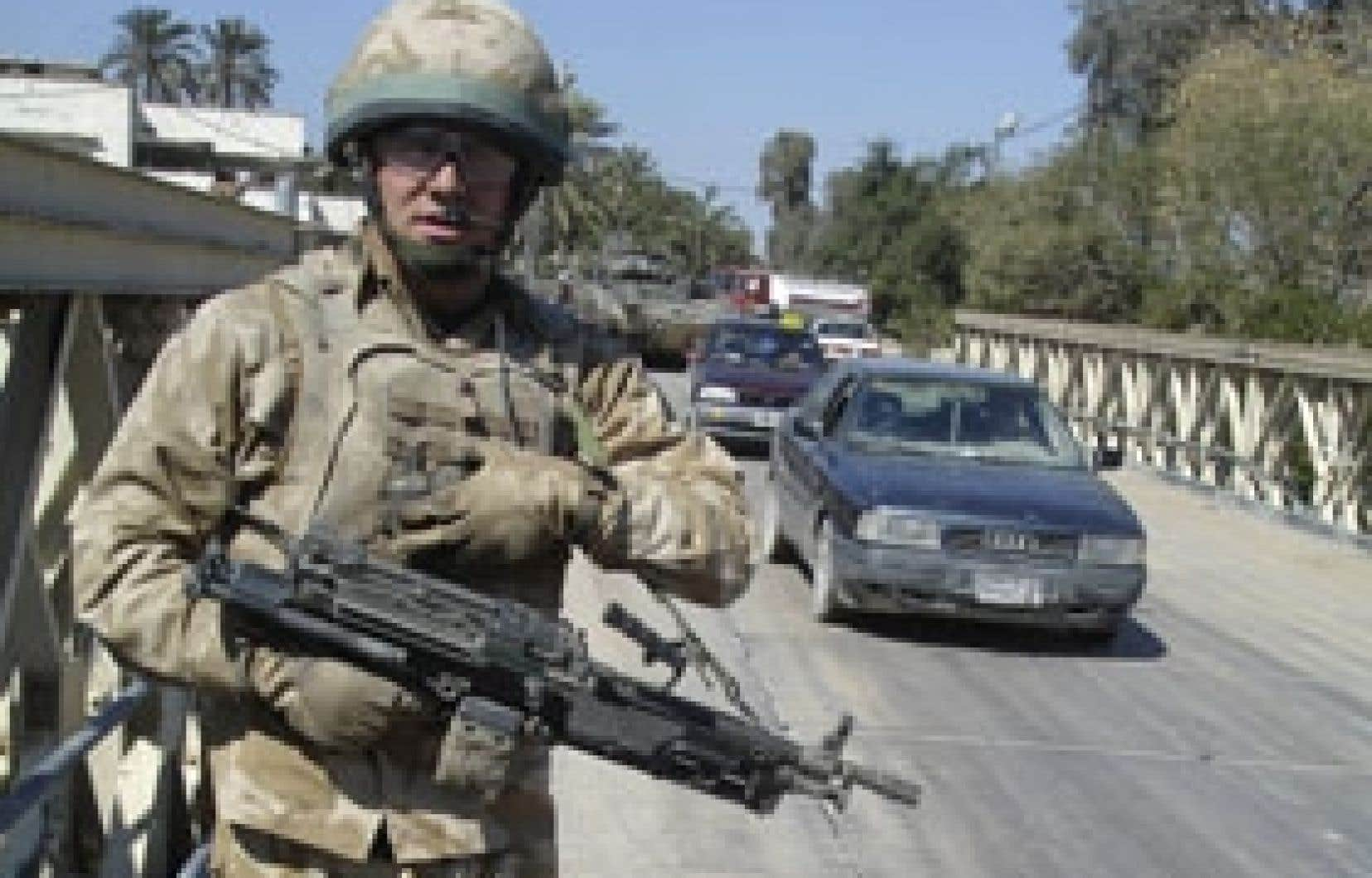 Un soldat britannique patrouillait hier à Bassora au moment de l'annonce de Tony Blair.