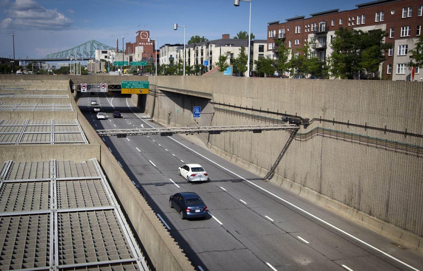 L'an dernier, une étude avait révélé qu'il en coûterait 1,5 milliard de dollars pour recouvrir l'autoroute Ville-Marie entre la rue Saint-Urbain et l'avenue De Lorimier, soit sur 1,5 kilomètre.