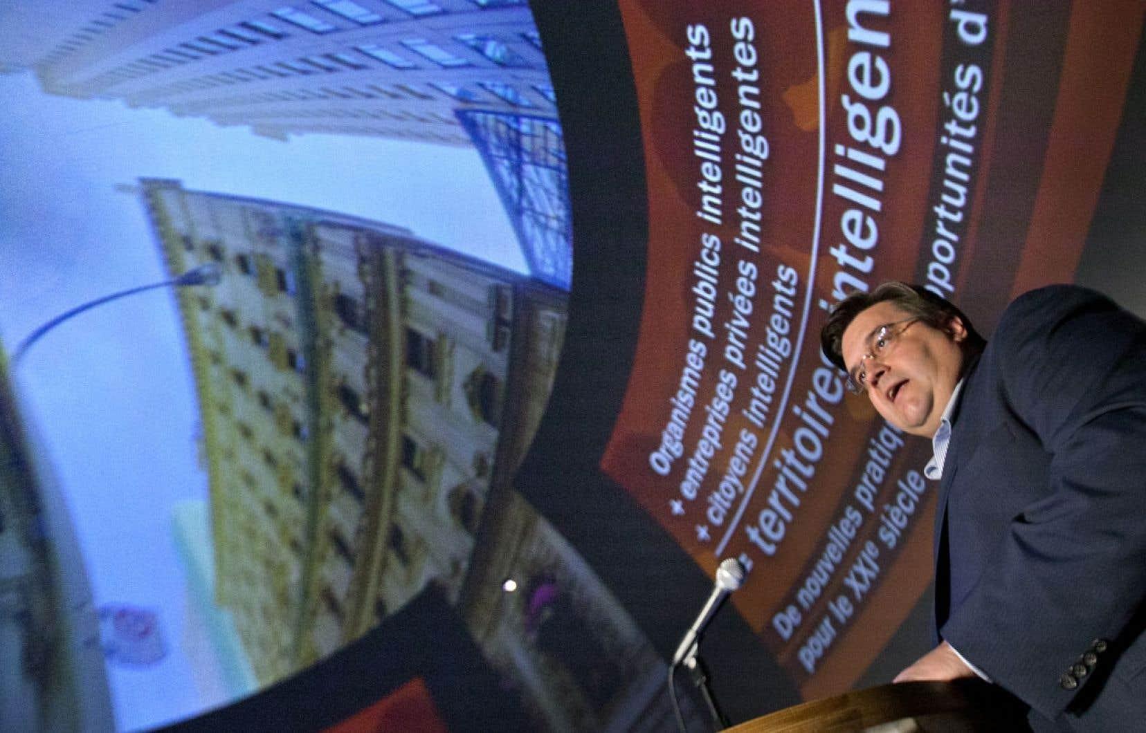 Le maire de Montréal, Denis Coderre, a promis de faire entrer la ville dans l'ère numérique afin de mettre les technologies de l'information au service des citoyens.