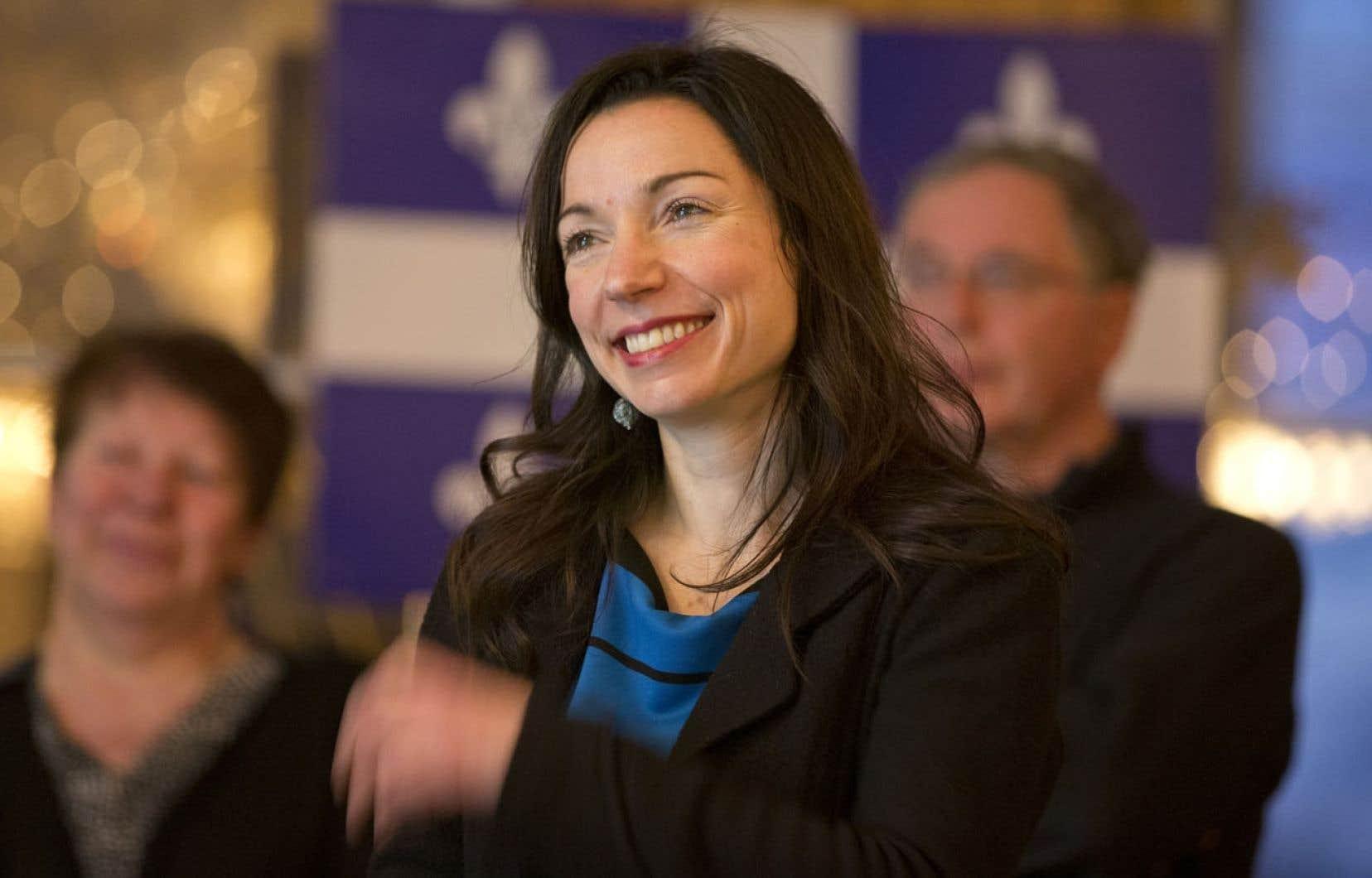 Les surplus d'électricité constituent toujours un avantage pour le Québec, estime la ministre des Ressources naturelles, Martine Ouellet, photographiée lundi soir lors de son assemblée d'investiture à Saint-Hubert, dans la circonscription de Vachon.