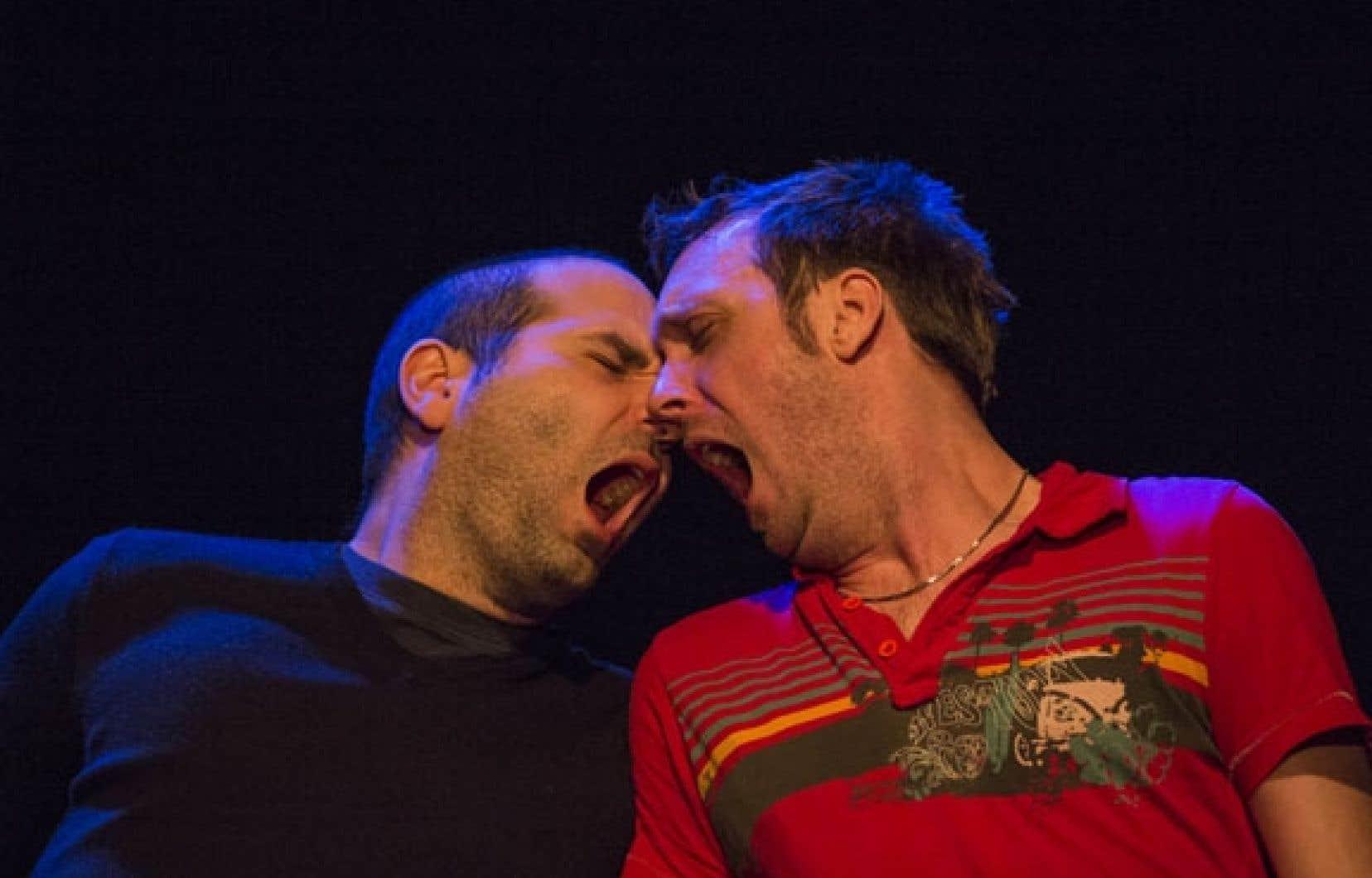 Le texte Dormeurs, de l'États-Unien Christopher Shinn, avec Alexandre L'Heureux et Serge Mandeville sur scène, est aussi cru que sensible.