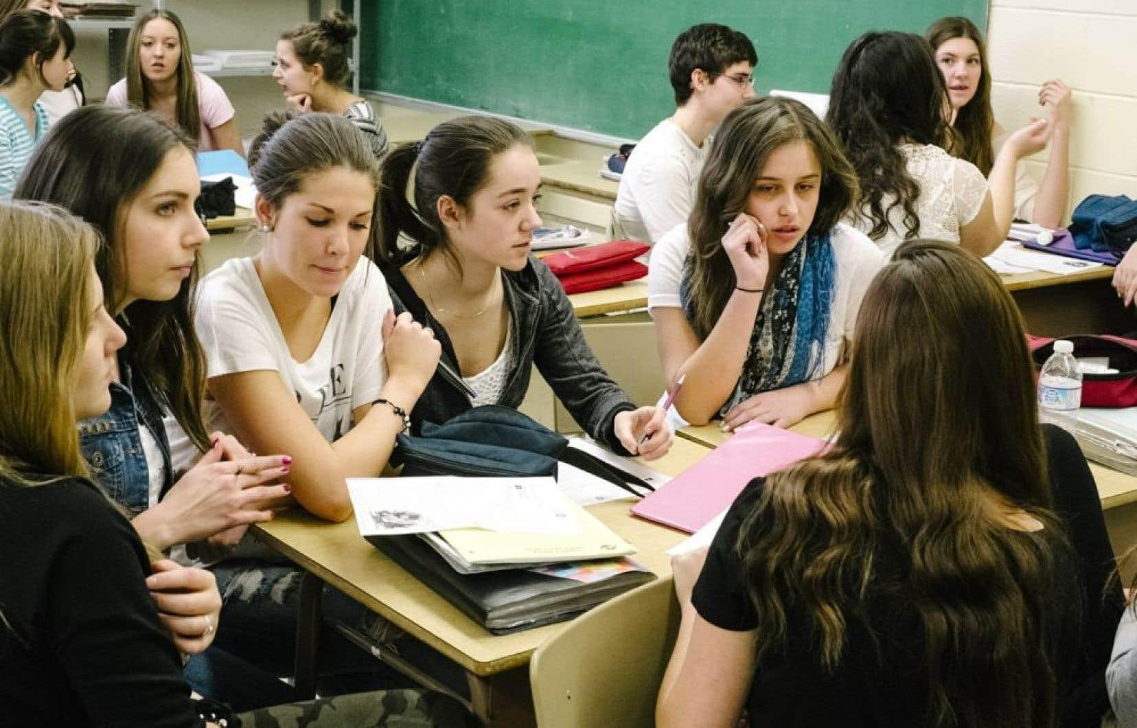 <p>Le nouveau cours qui s&rsquo;appellerait Histoire du Qu&eacute;bec et du Canada propose un retour &agrave; l&rsquo;enseignement chronologique sur deux ans (3e&nbsp;et 4e&nbsp;secondaires).</p>  <p>&nbsp;</p>