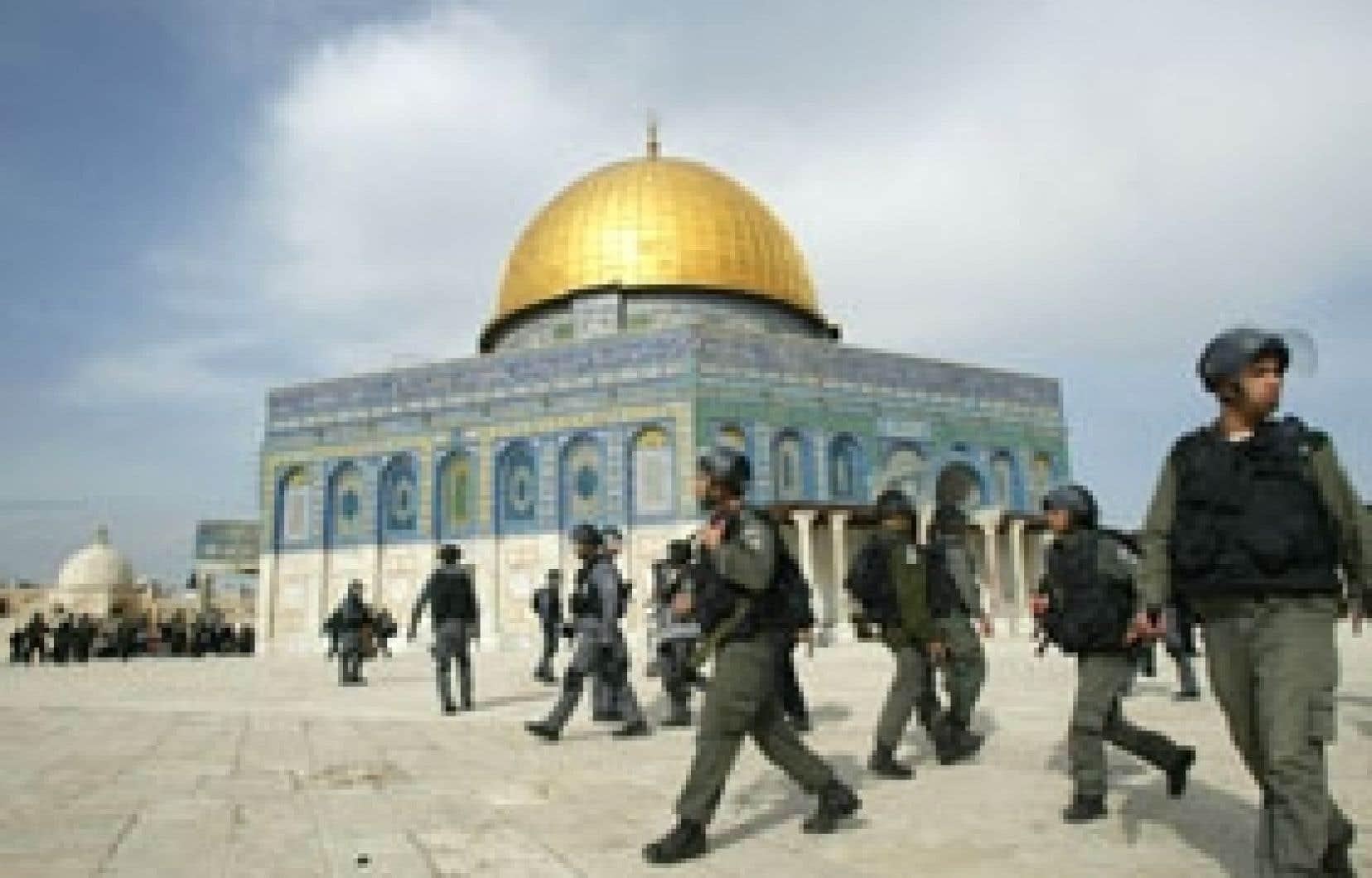 L'armée israélienne a pris position aux abords de la mosquée al-Aqsa.