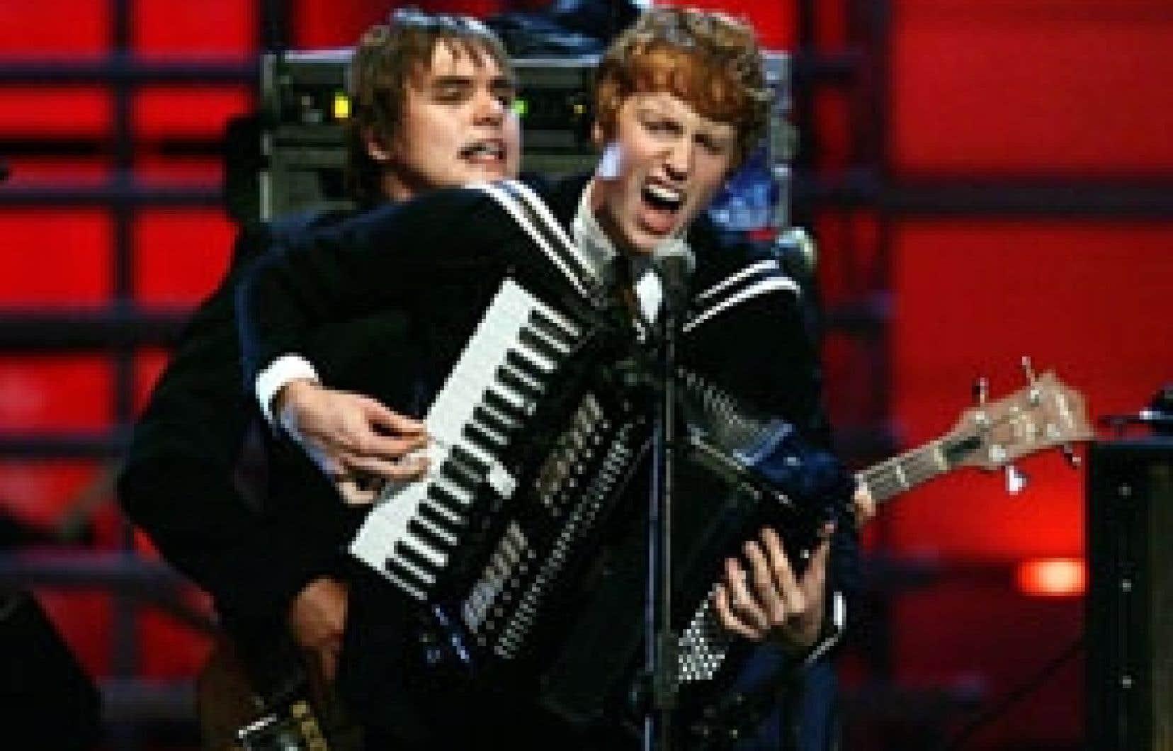 The Arcade Fire en concert pour les victimes de l'ouragan Katrina, en septembre 2005, à New York. Le groupe se produisait hier pour un petit auditoire complice à Montréal.