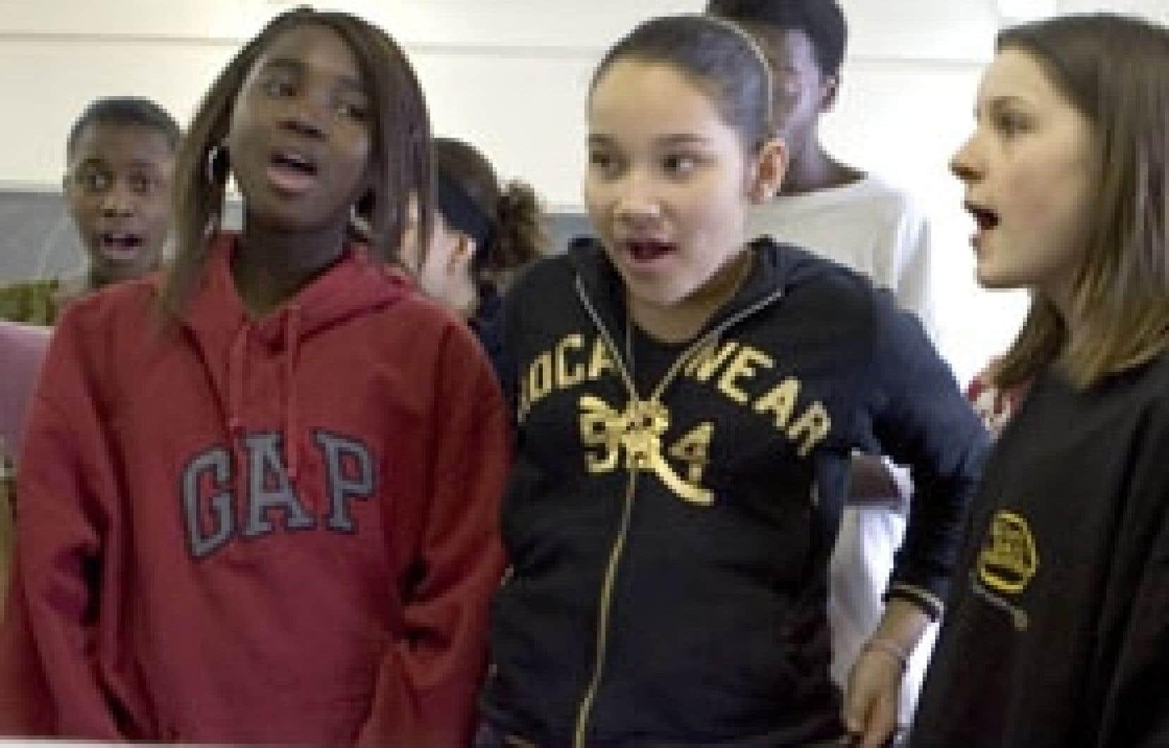 Le choeur de l'école secondaire Saint-Henri en pleine répétition en vue du lancement du CD au Théâtre Corona, le 19 février.