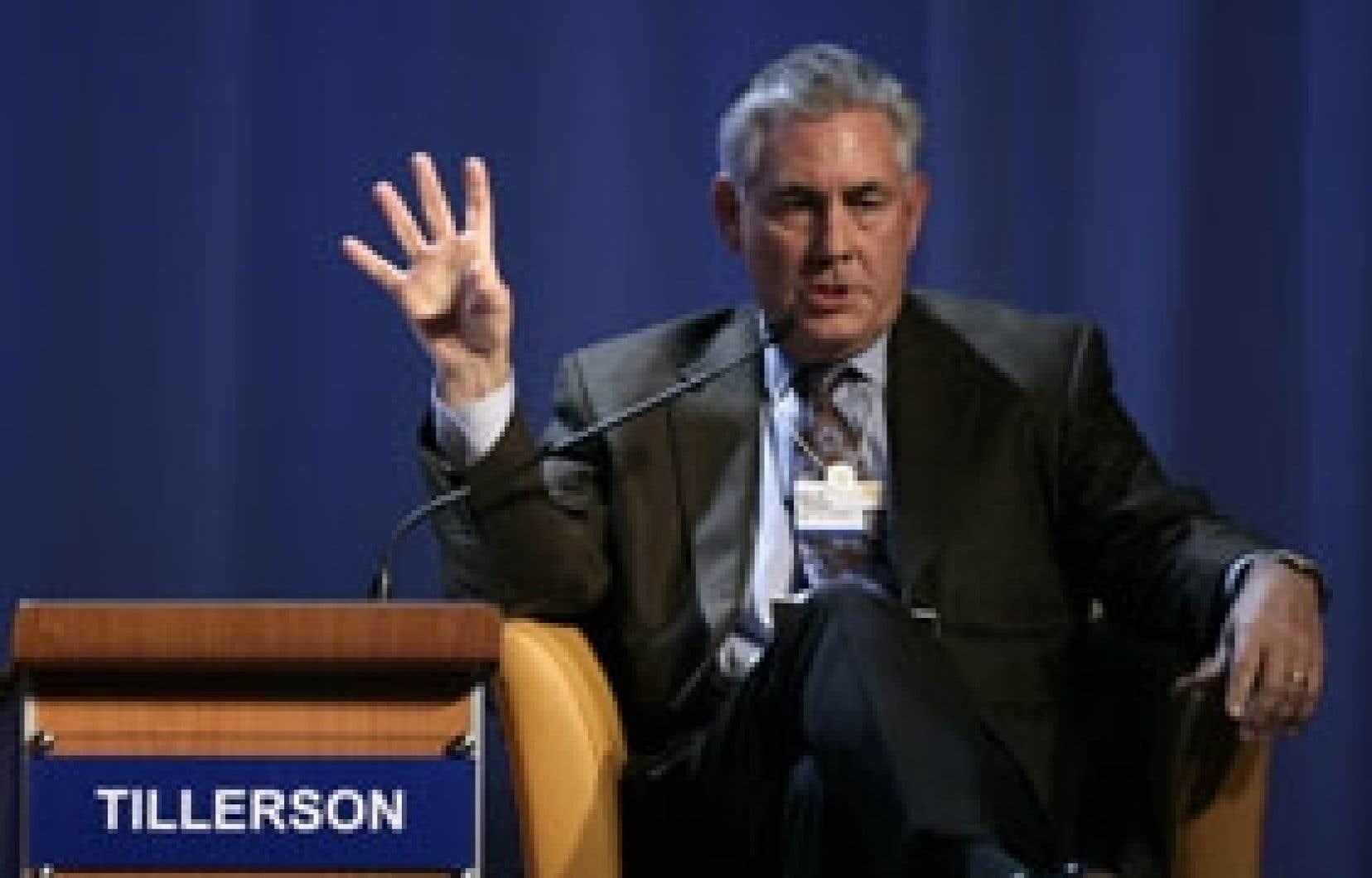 Rex W. Tillerson, p.-d.g. d'Exxon. L'entreprise américaine, qui a dépensé des millions de dollars pour nier l'impact de l'activité humaine sur le réchauffement climatique, reconnaît à demi-mot, un virage. Accusée hier de détruire la croi