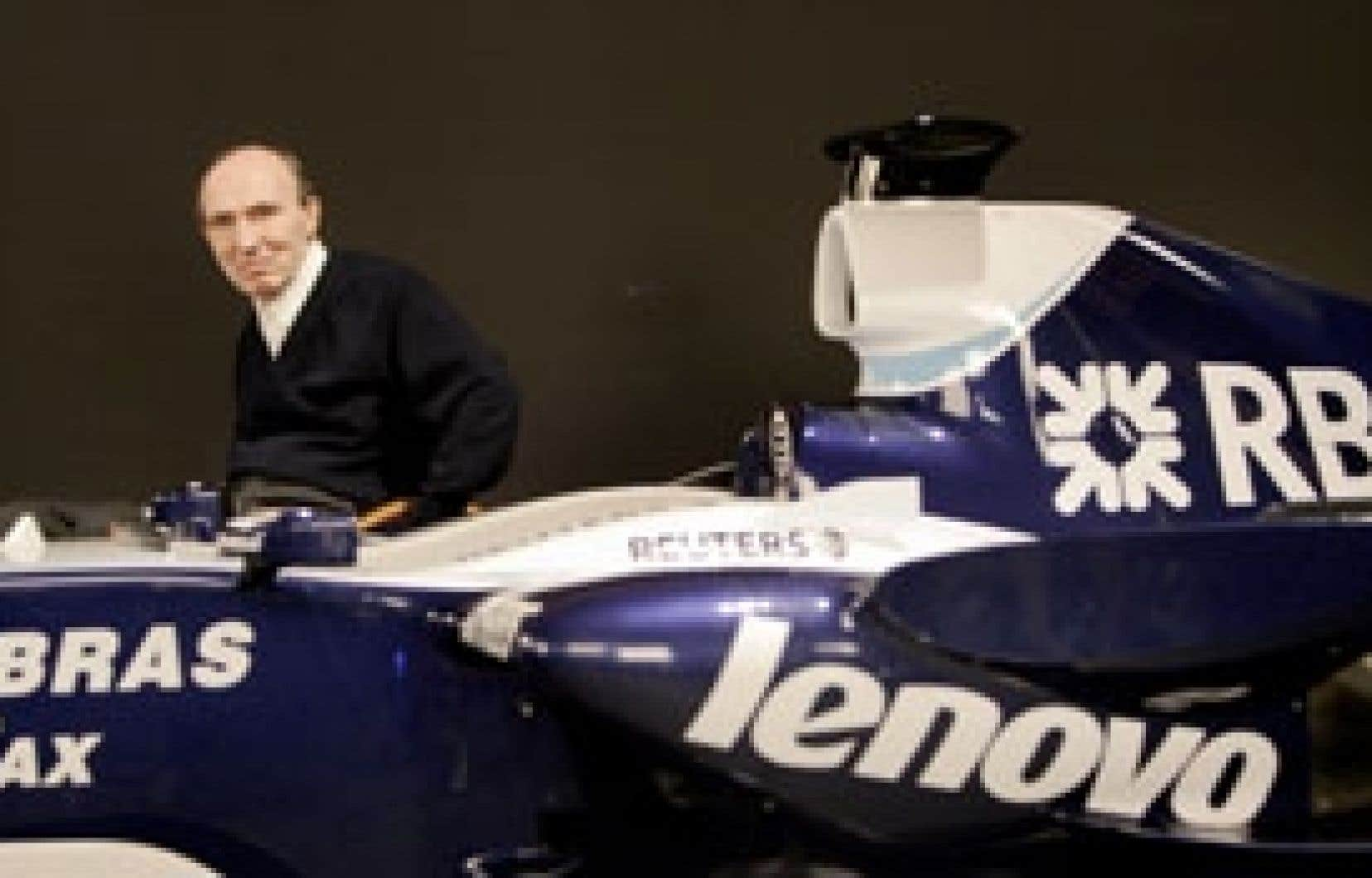 Frank Williams devant la FW29, hier.