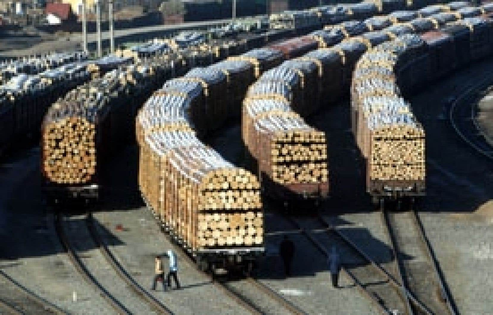 Un chargement de bois en provenance de Russie à son arrivée à Suifenhe, en Chine.