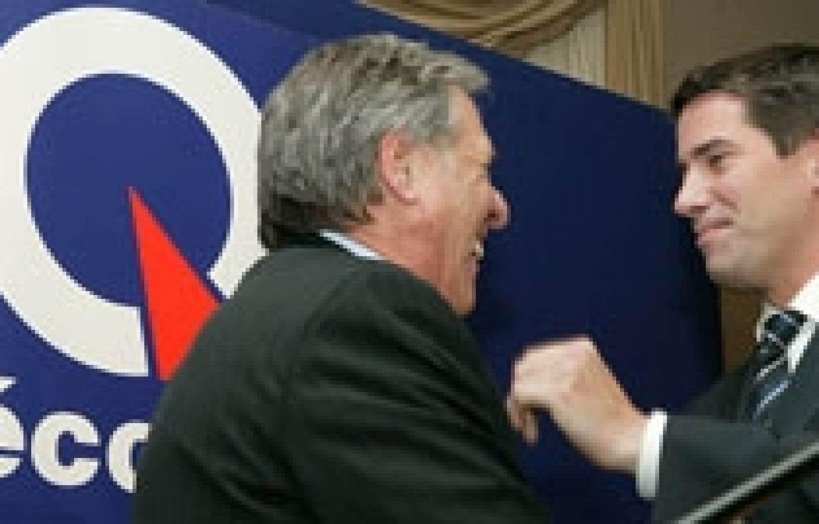 Après une journée difficile au cours de laquelle André Boisclair a fait face à des sondages dévastateurs et à une grogne qui s'est accentuée au sein même de son parti, le chef du Parti québécois a participé en soirée à l'assemblée d'i