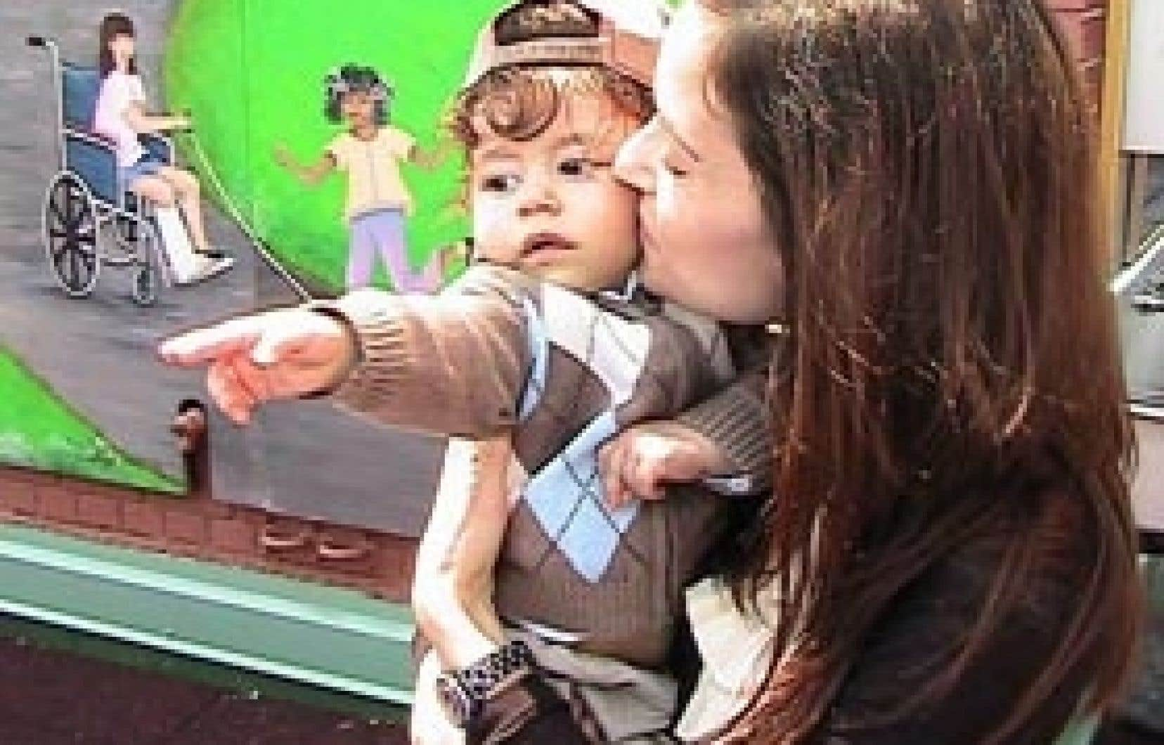 Panagiotis Baltzis, dans les bras de sa mère, n'avait que cinq mois lorsqu'il a été admis à l'hôpital.