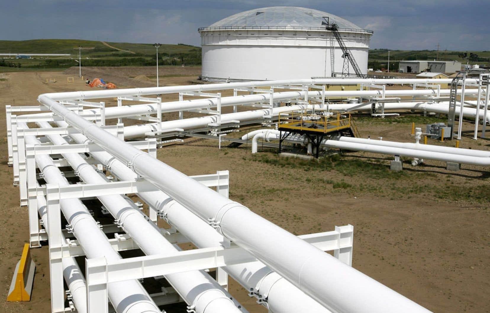 Enbridge possède un réseau transcanadien de pipelines destiné au transport du pétrole issu notamment des sables bitumineux albertains.