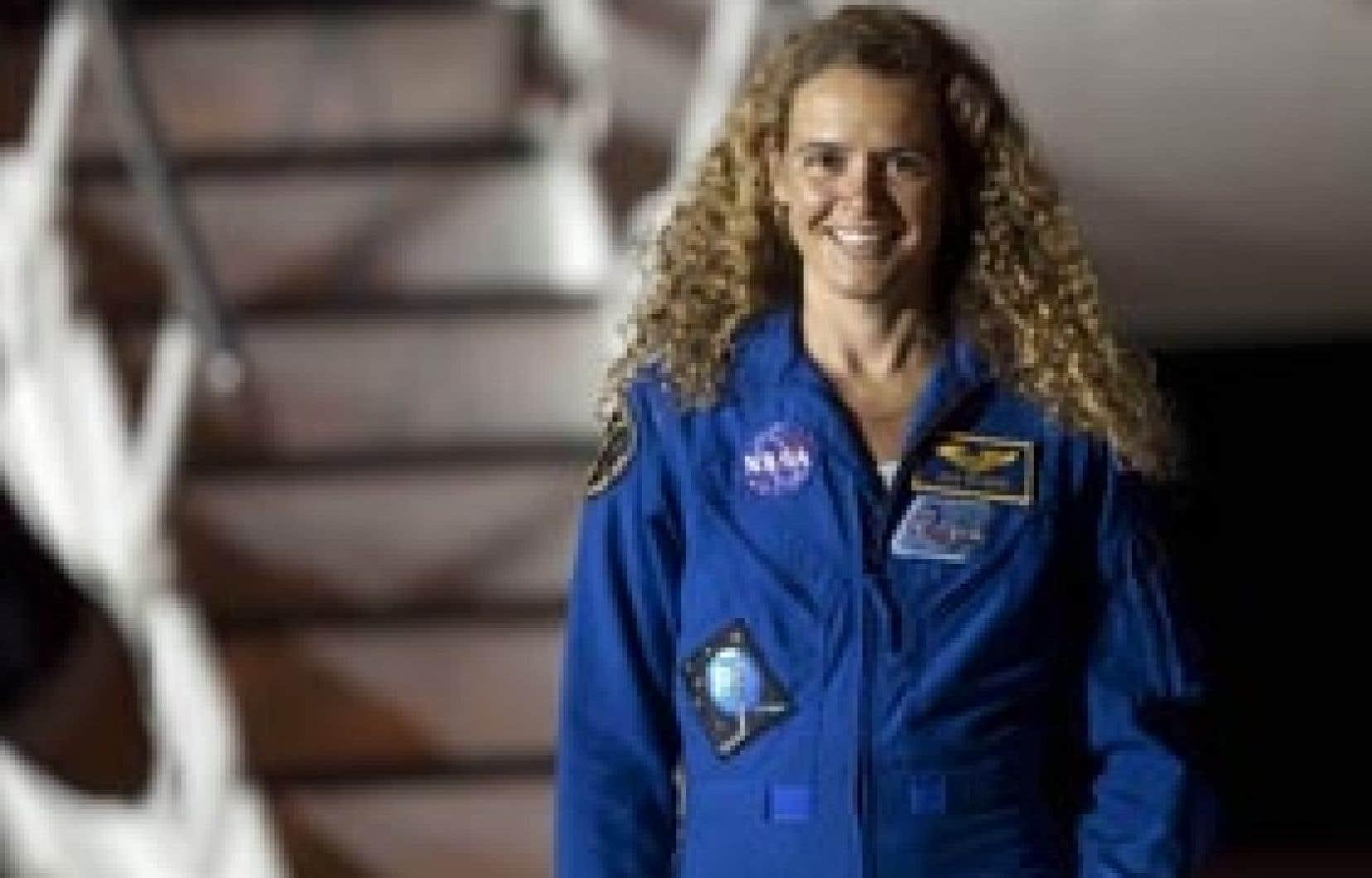 L'astronaute canadienne Julie Payette voyagera à bord de la navette Endeavour pour se rendre à la Station spatiale internationale.