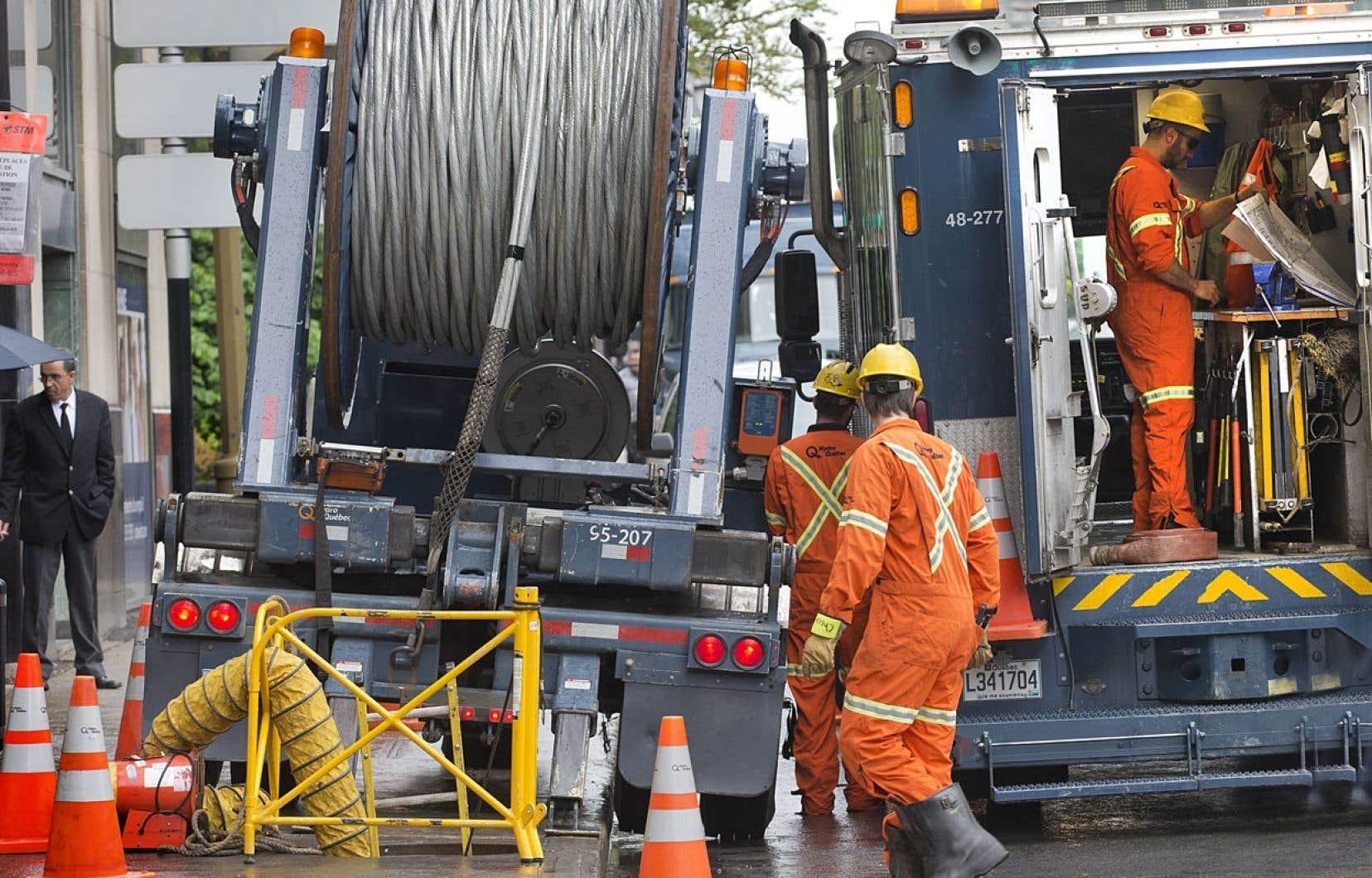 Employés d'Hydro-Québec à l'œuvre. La Régie de l'énergie a autorisé la société d'État à augmenter ses tarifs de 4,3 %.