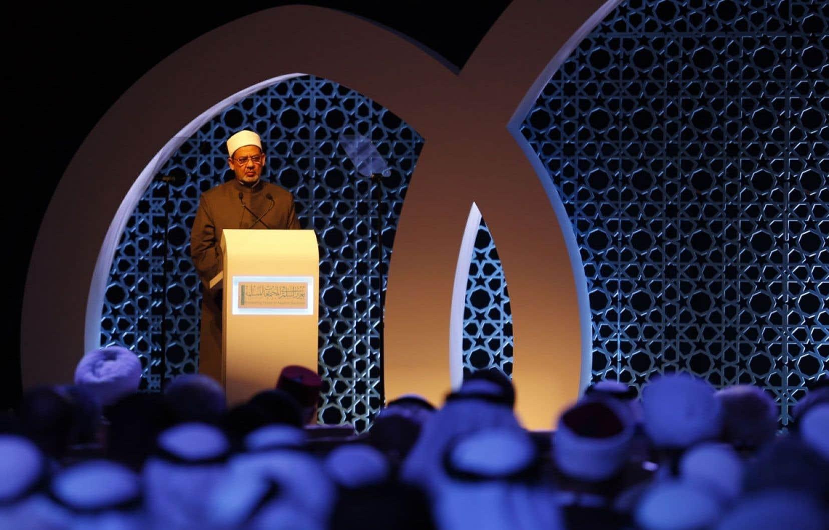 Ahmed el Tayeb, cheikh d'Al Azhar, plus haute autorité de l'islam sunnite qui s'est rangée contre le président égyptien islamiste déchu Mohamed Morsi, a ouvert le congrès à Abou Dhabi.