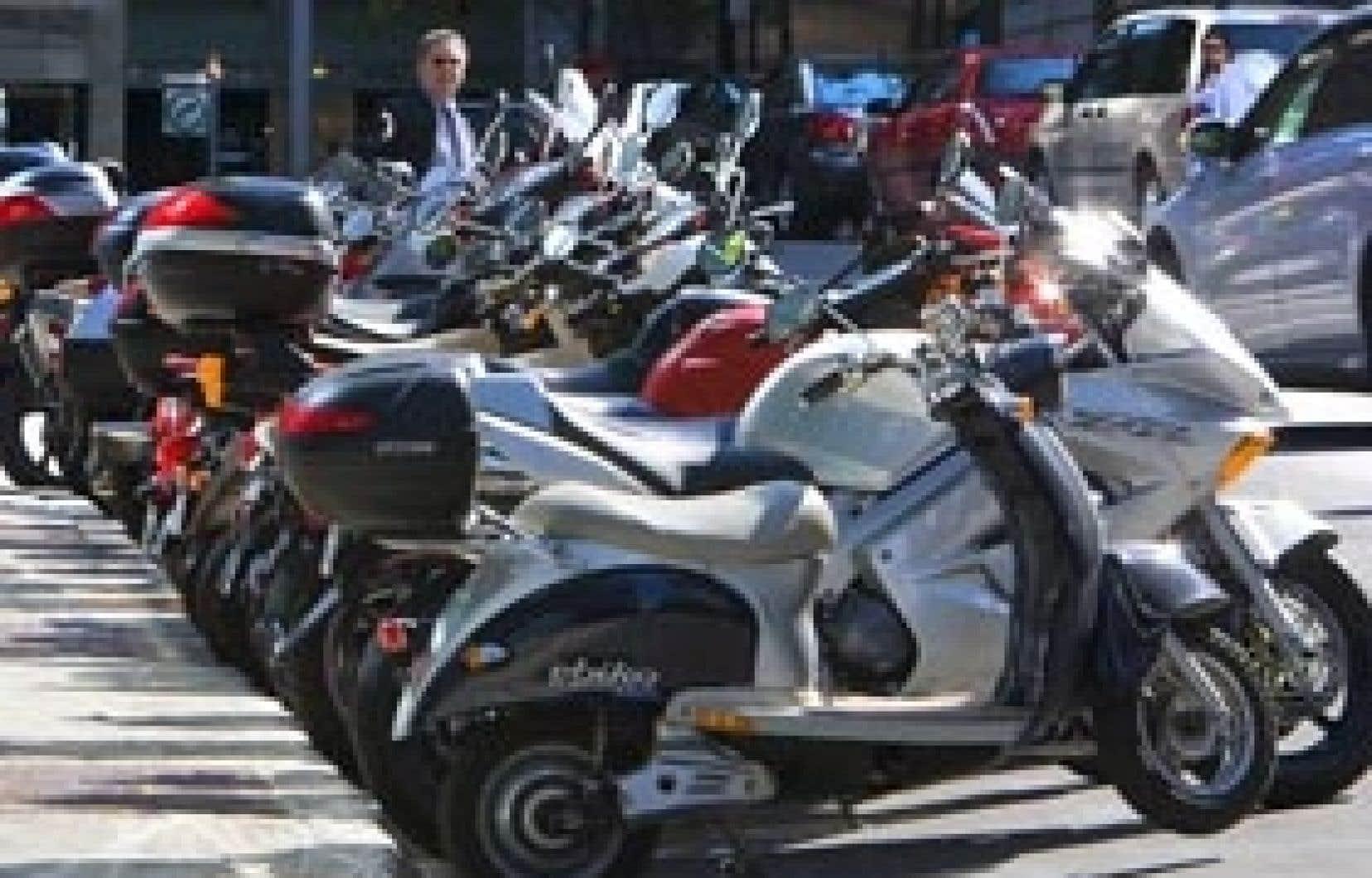 À Montréal, où on multiplie les espaces sans voiture aux intersections, personne n'a encore pensé à y autoriser le stationnement gratuit des motos, ce qui se fait déjà en Europe.