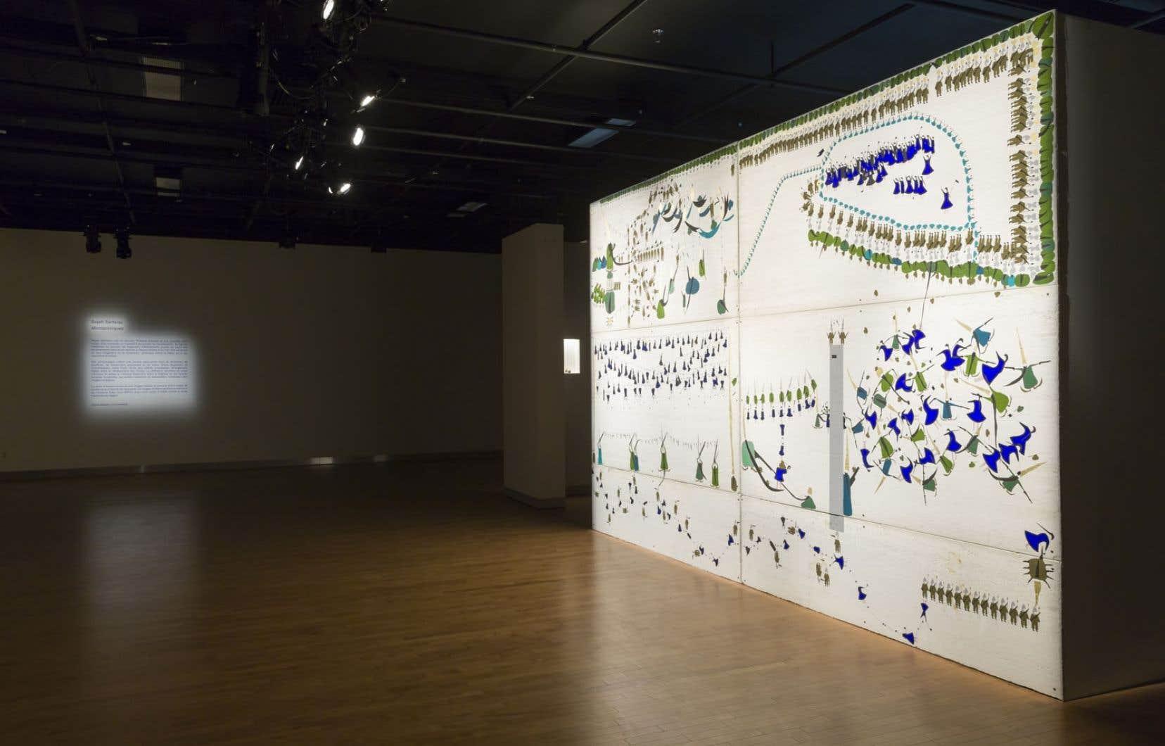 Vue de <em>Micropolitiques</em> de Sayeh Sarfaraz, une exposition portée par une imposante scénographie.